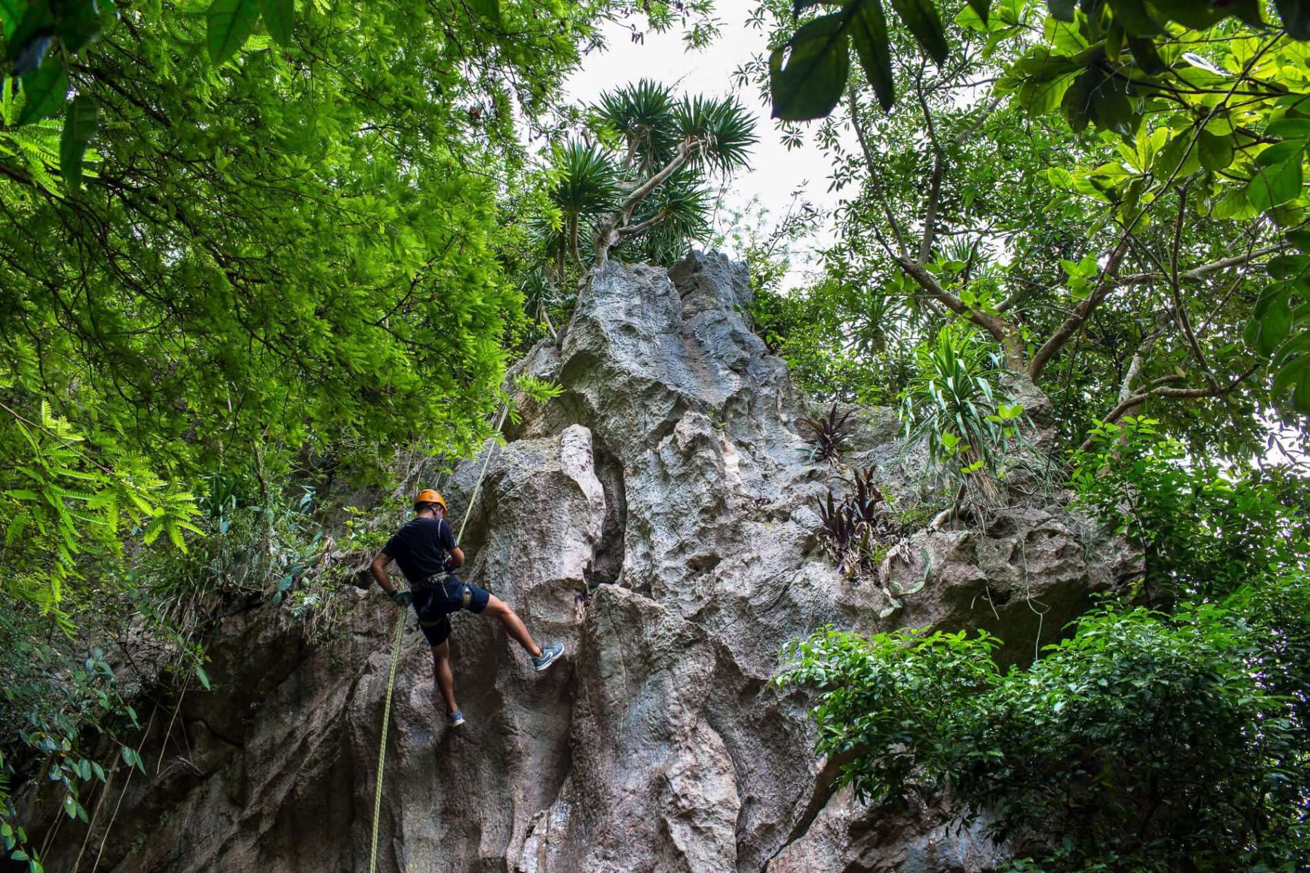 Marble Mountains - abseiling