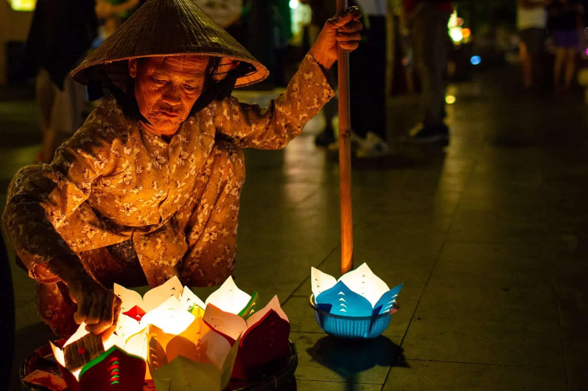 paper lantern seller