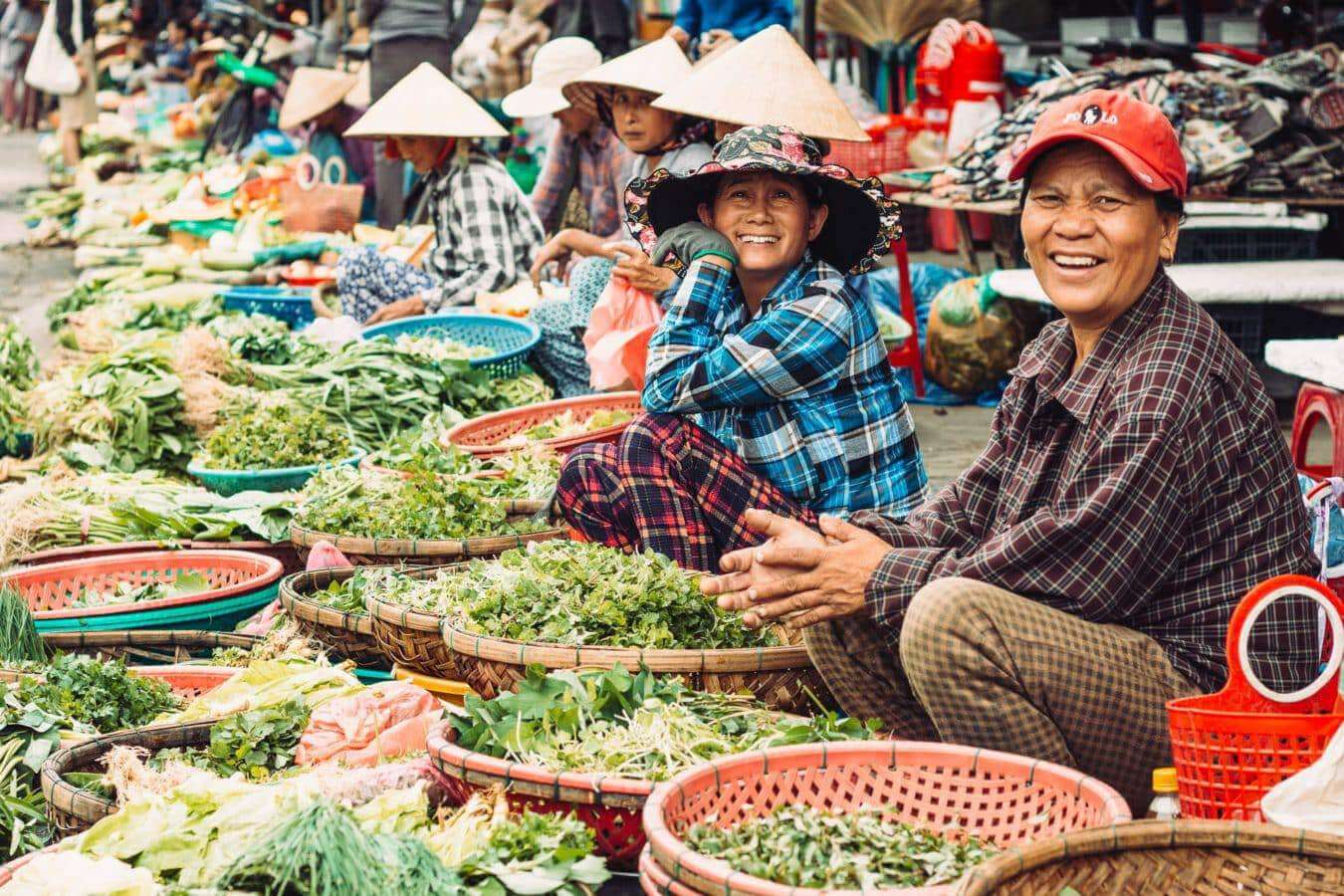 Market sellers - Hoi An's markets