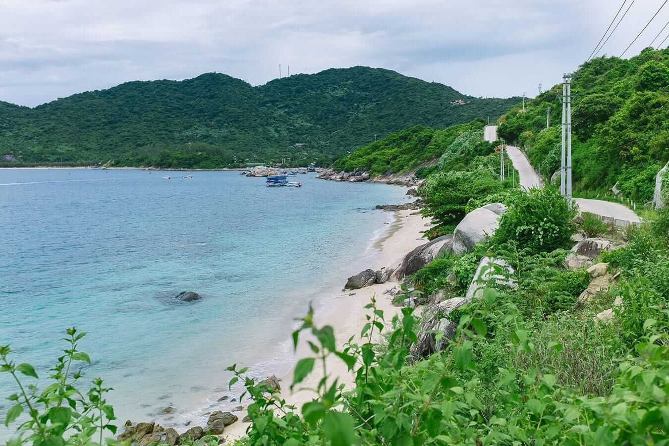 Coast road and deserted beaches, Cham Islands