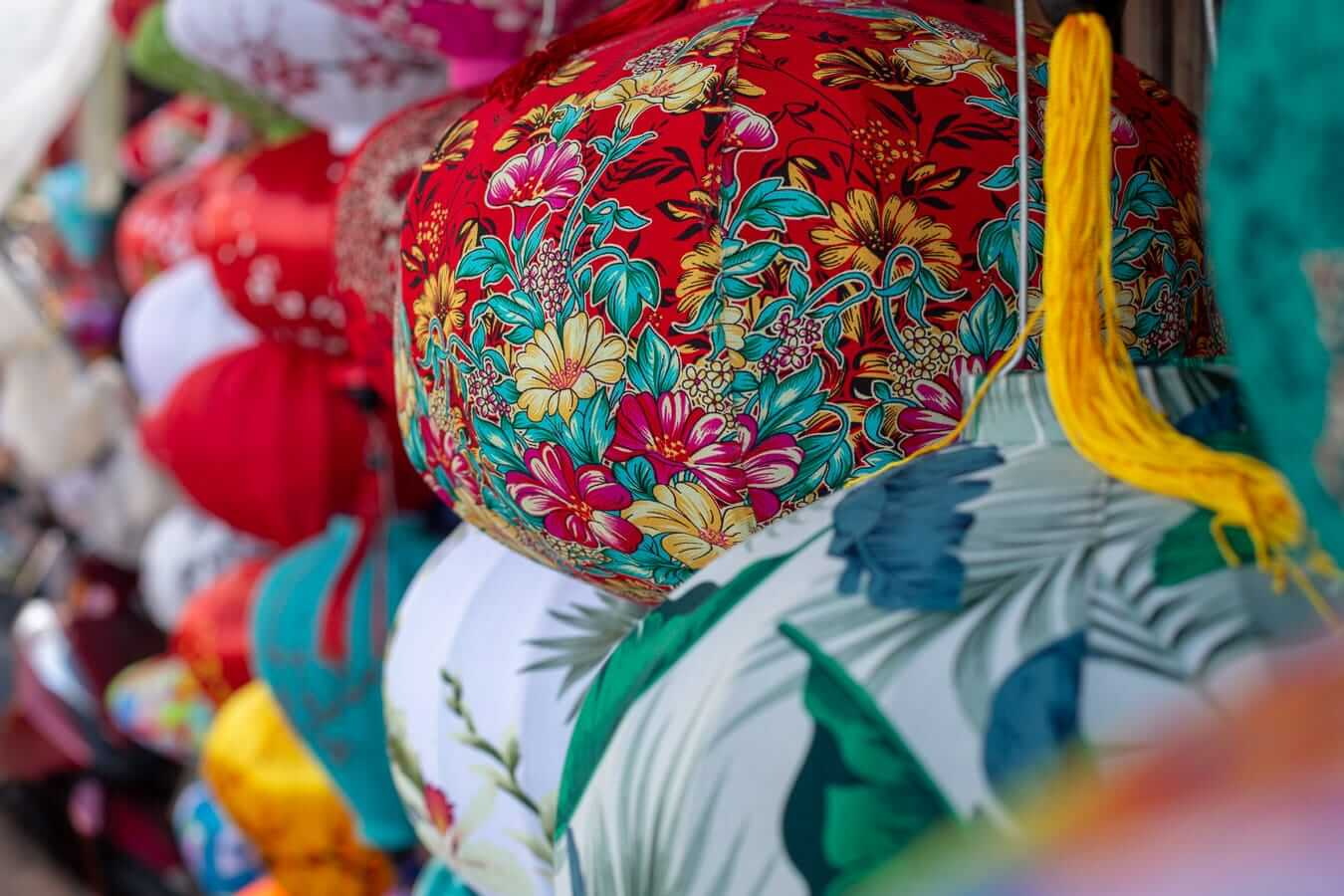 Decorated lanterns: lantern shopping