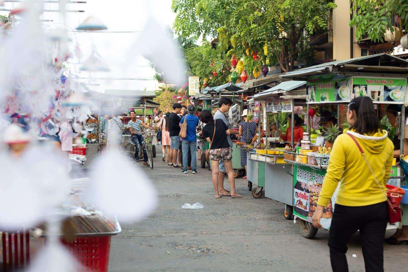 Dusk settles - Hoi An's markets