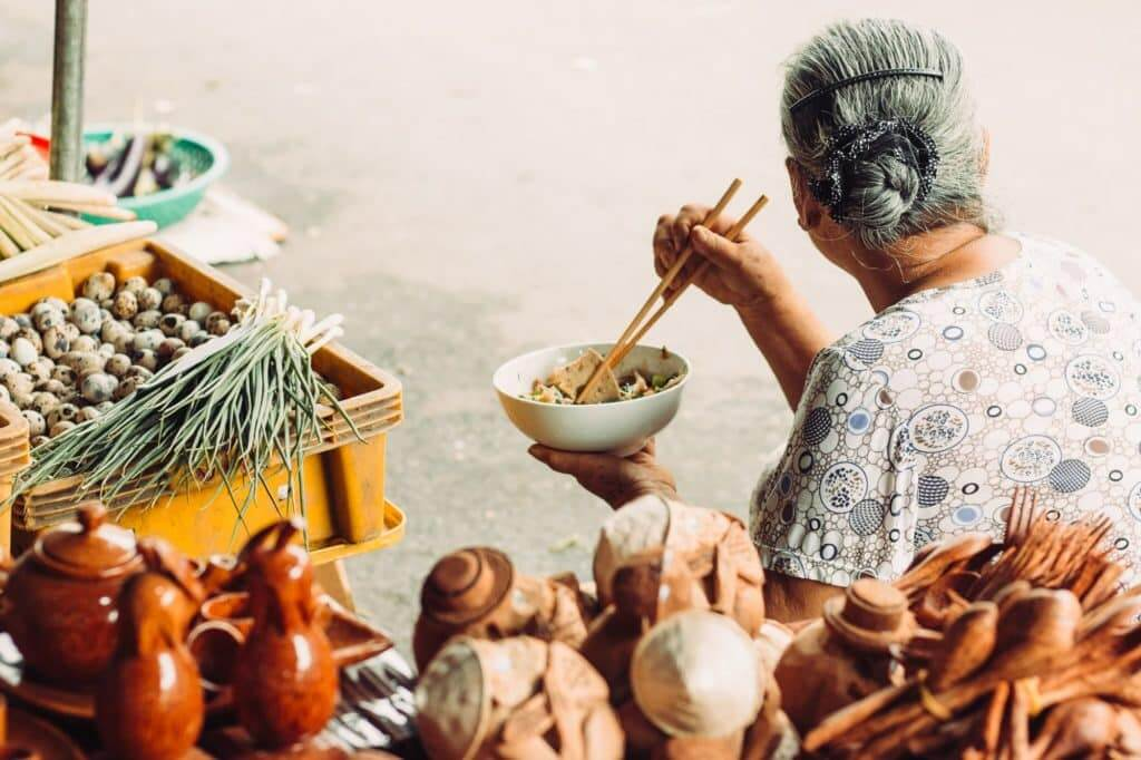 lady eating breakfast - Hoi An's markets