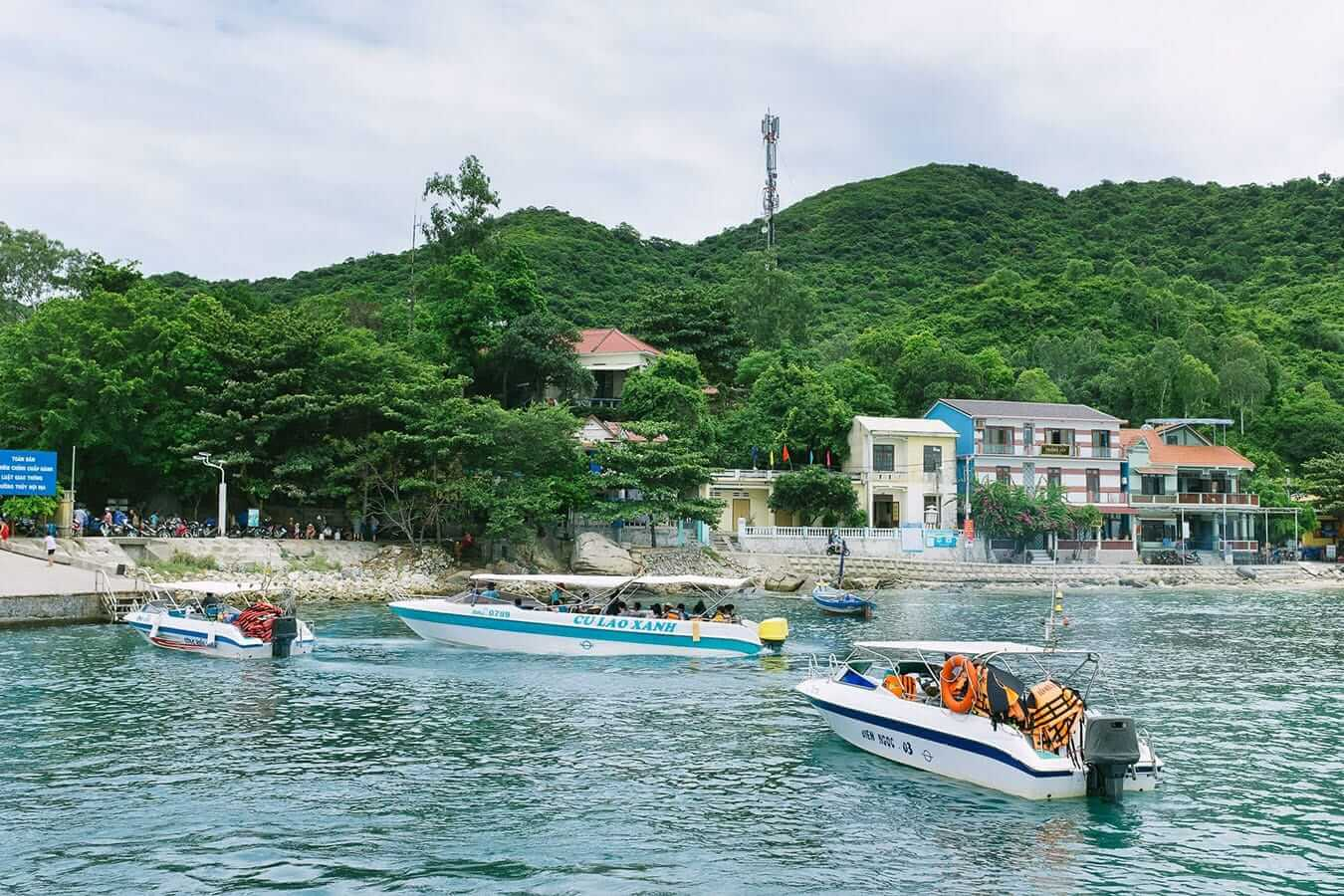 Speedboat to Cham Islands