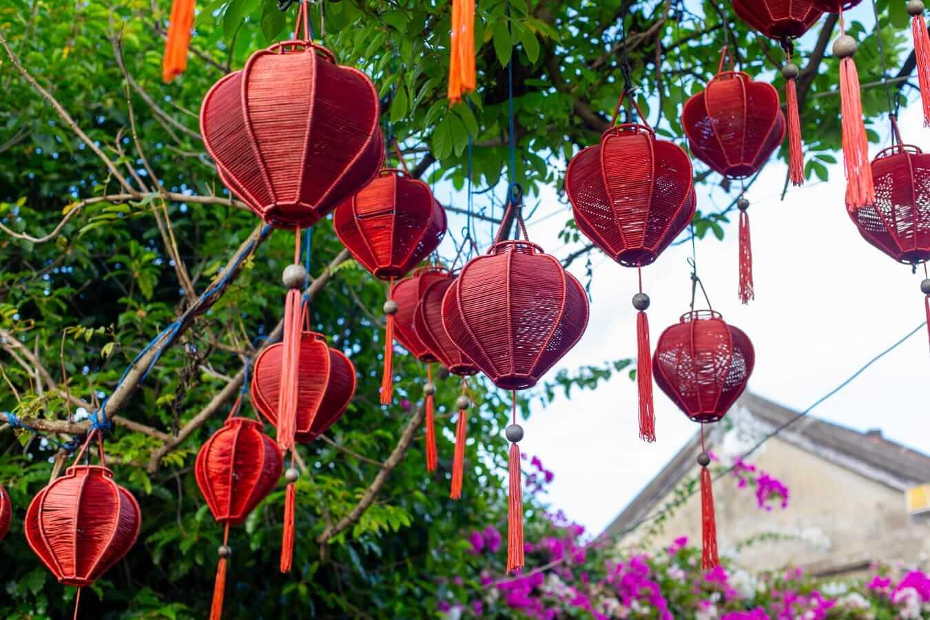 Traditional lanterns: lantern shopping