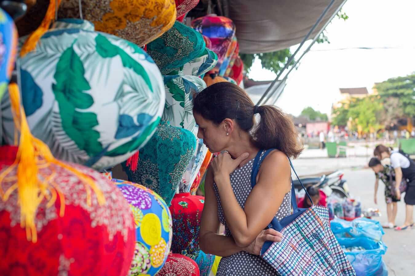Vietnamese lanterns: lantern shopping