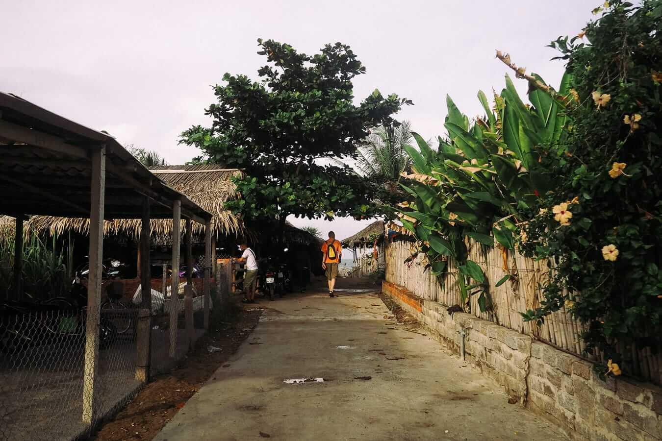 Path to An Bang beach: Hoi An's beaches