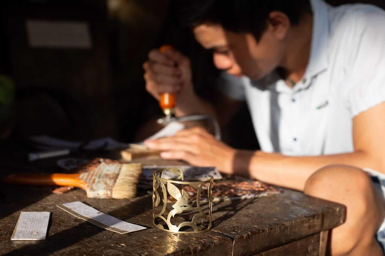 Working craftsman: Hoi An souvenirs