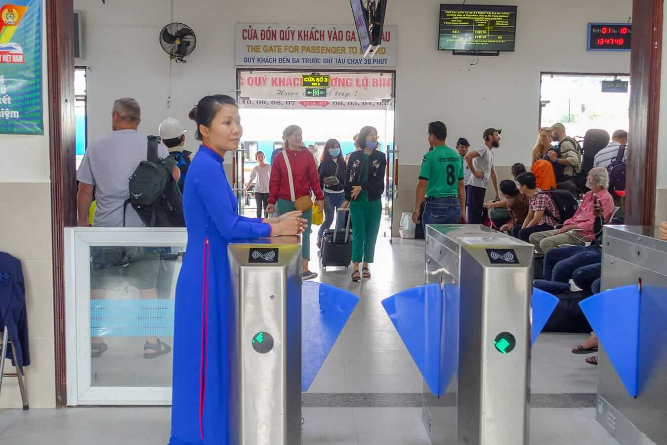 Da Nang train station staff member