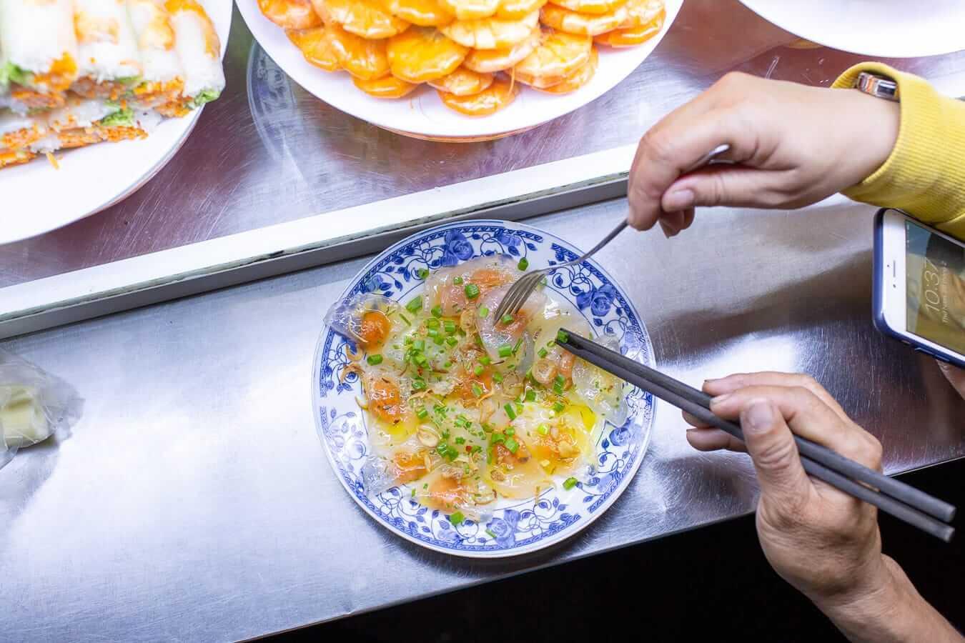 Banh bot loc dumplings
