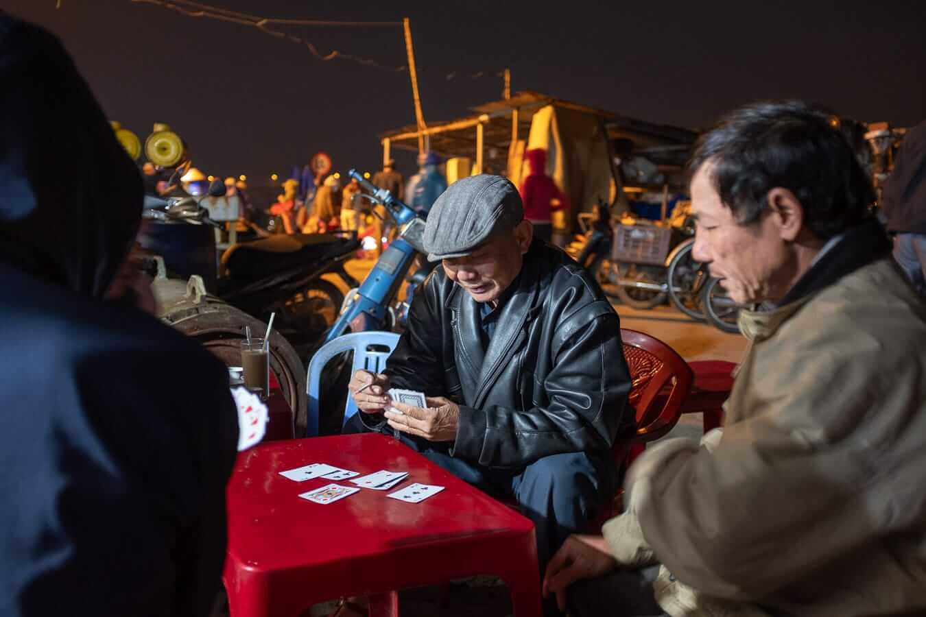 Game of cards: Hoi An Photography Tour
