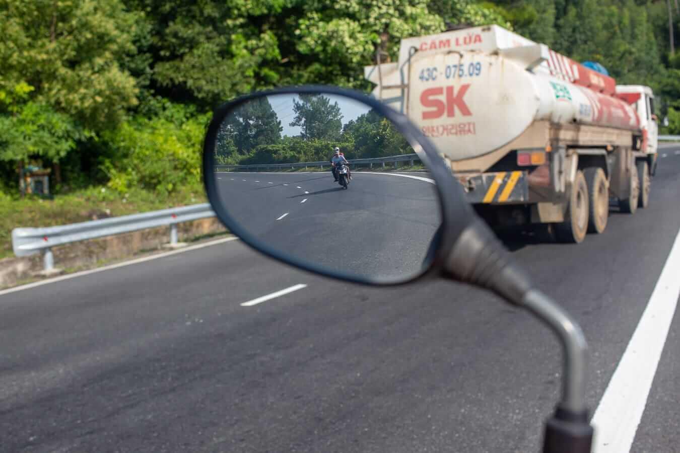 Hai Van Pass road: Vietnam motorbike rental