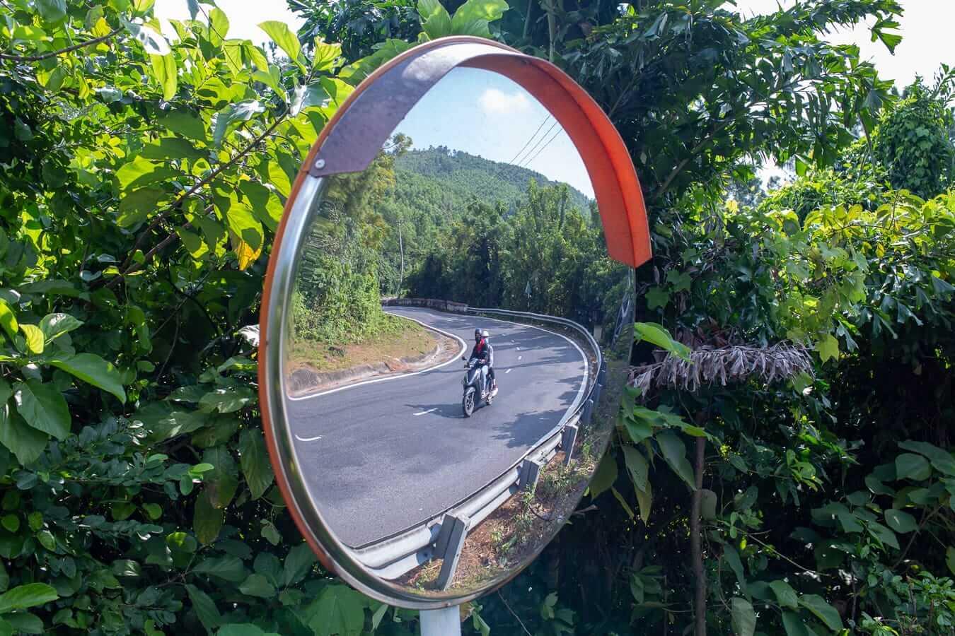 Hai Van Pass: Vietnam motorbike rental