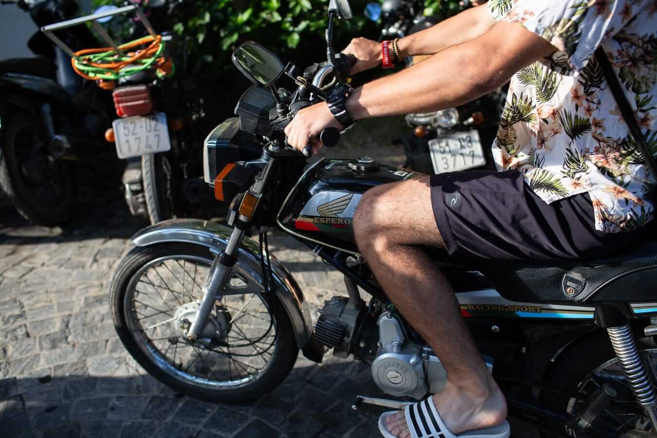 Honda Win motorcycle: Vietnam motorbike rental