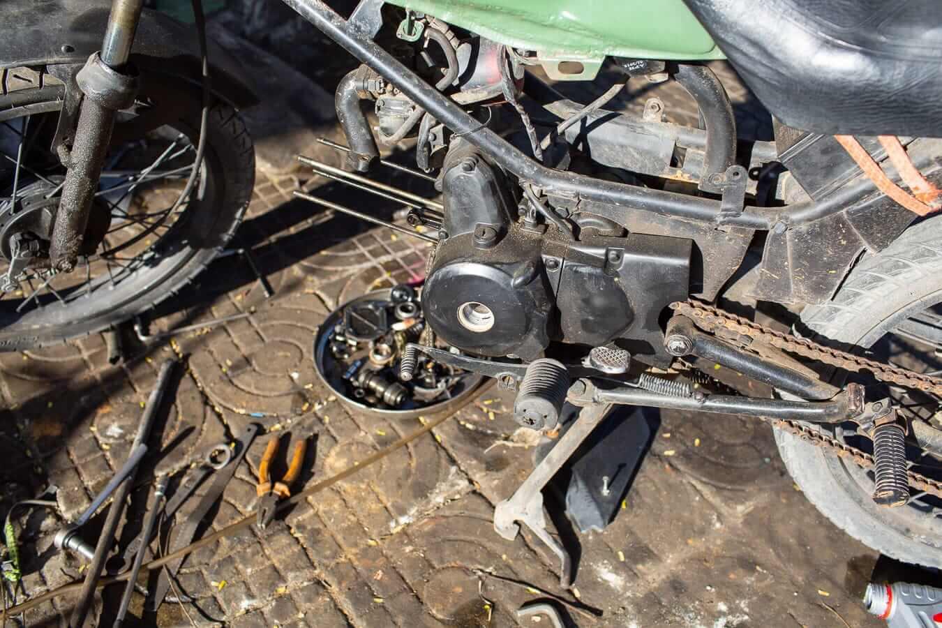 Motorbike repair: Vietnam motorbike rental