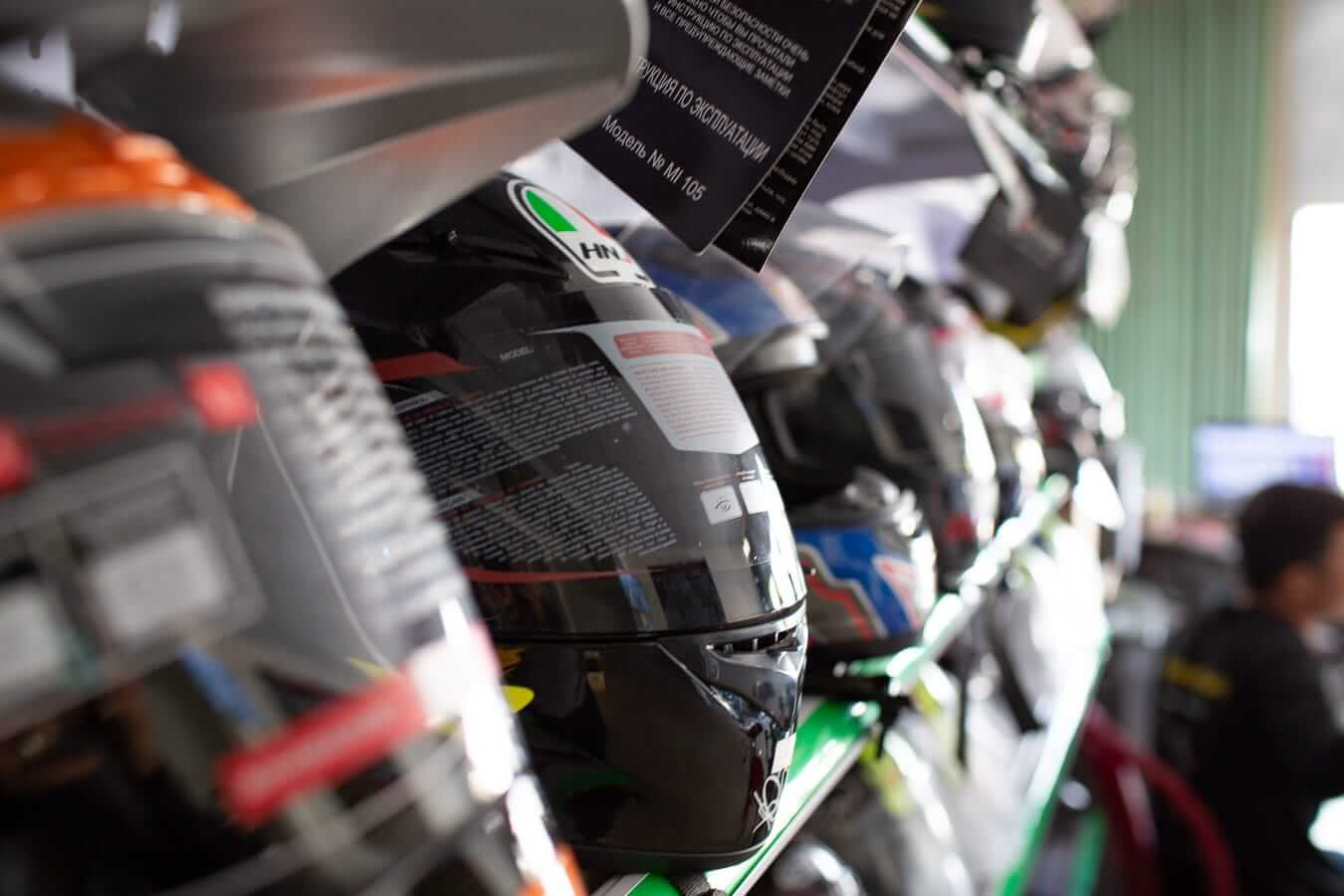 High quality, full-face motorcycle helmets: Motorbike Rental Shops in Hoi An