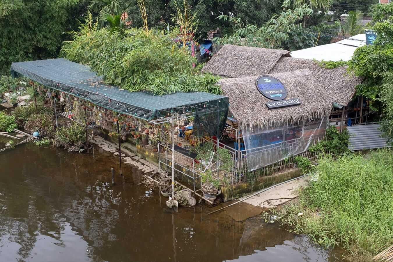 Sessions Bar from Hai Ba Trung bridge: Bars in Hoi An