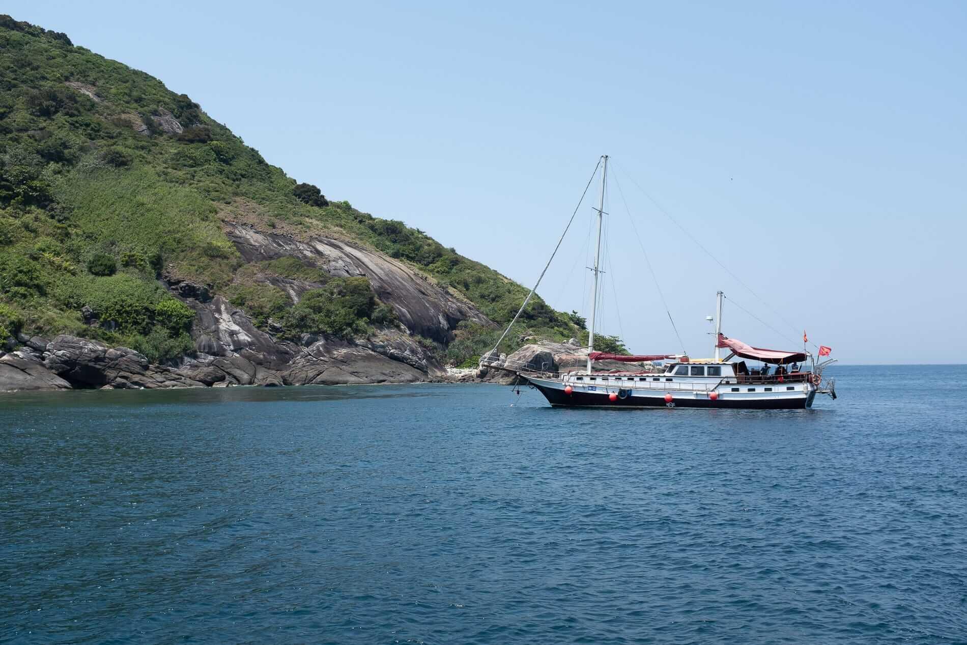 A Biriwa sailing yacht - Cham Island Accommodation