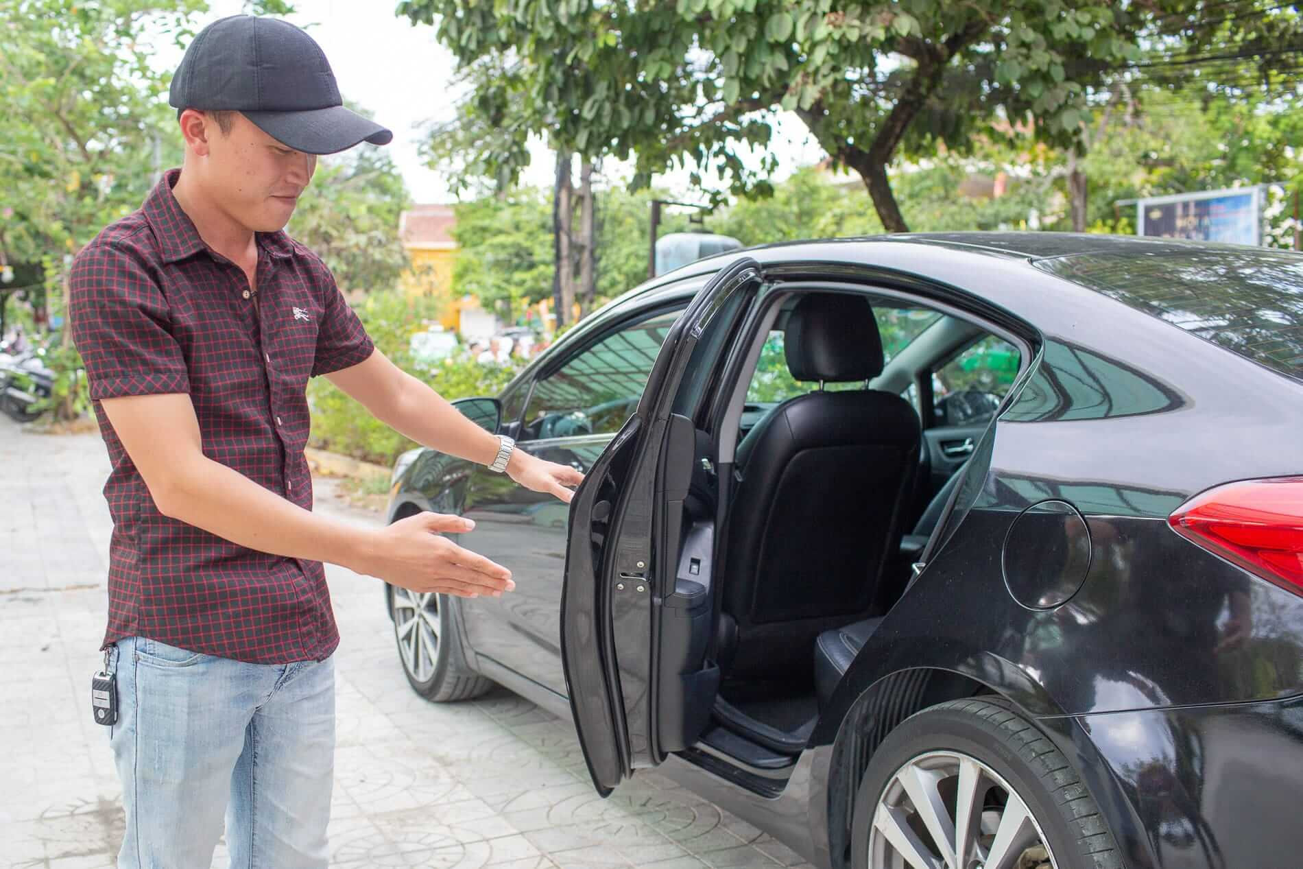 A driver collects his passengers