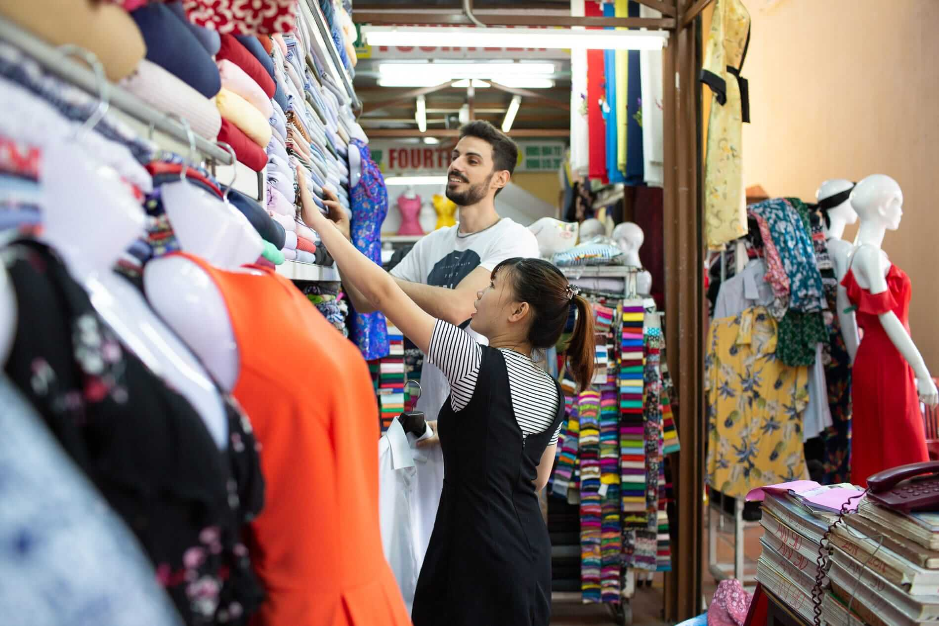 Browsing for fabric - Fabric Market