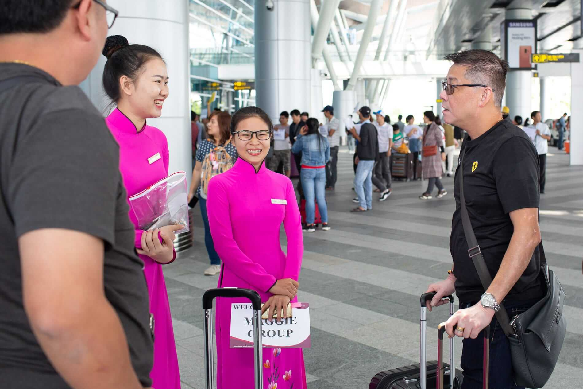 Hotel staff greet travelers at Da Nang Airport - Transfer Services