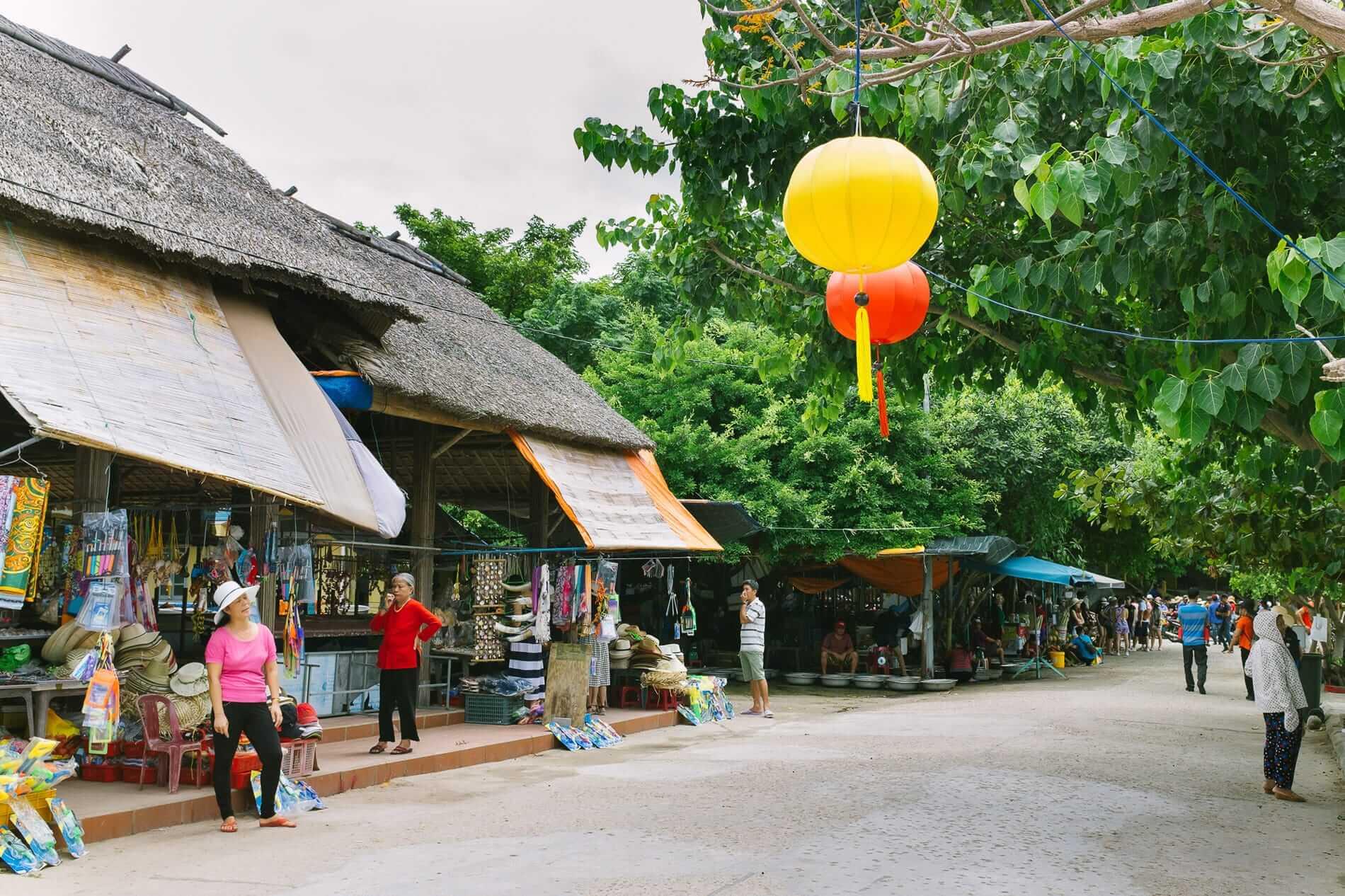 Shops of Bai Lang - Cham Islands Accommodations