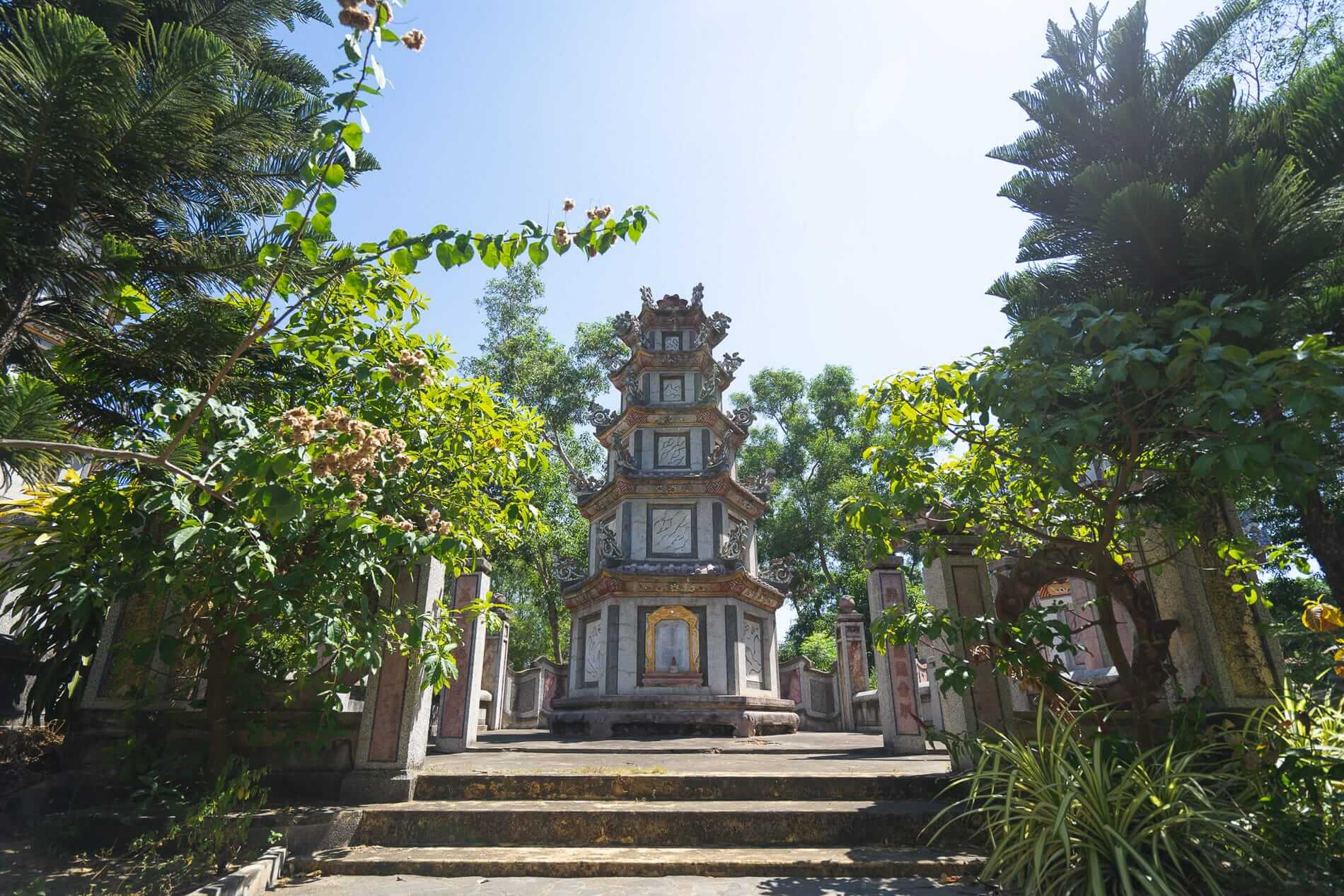 Tomb at the Chuc Thanh Pagoda - Hoi An Temples and Pagodas
