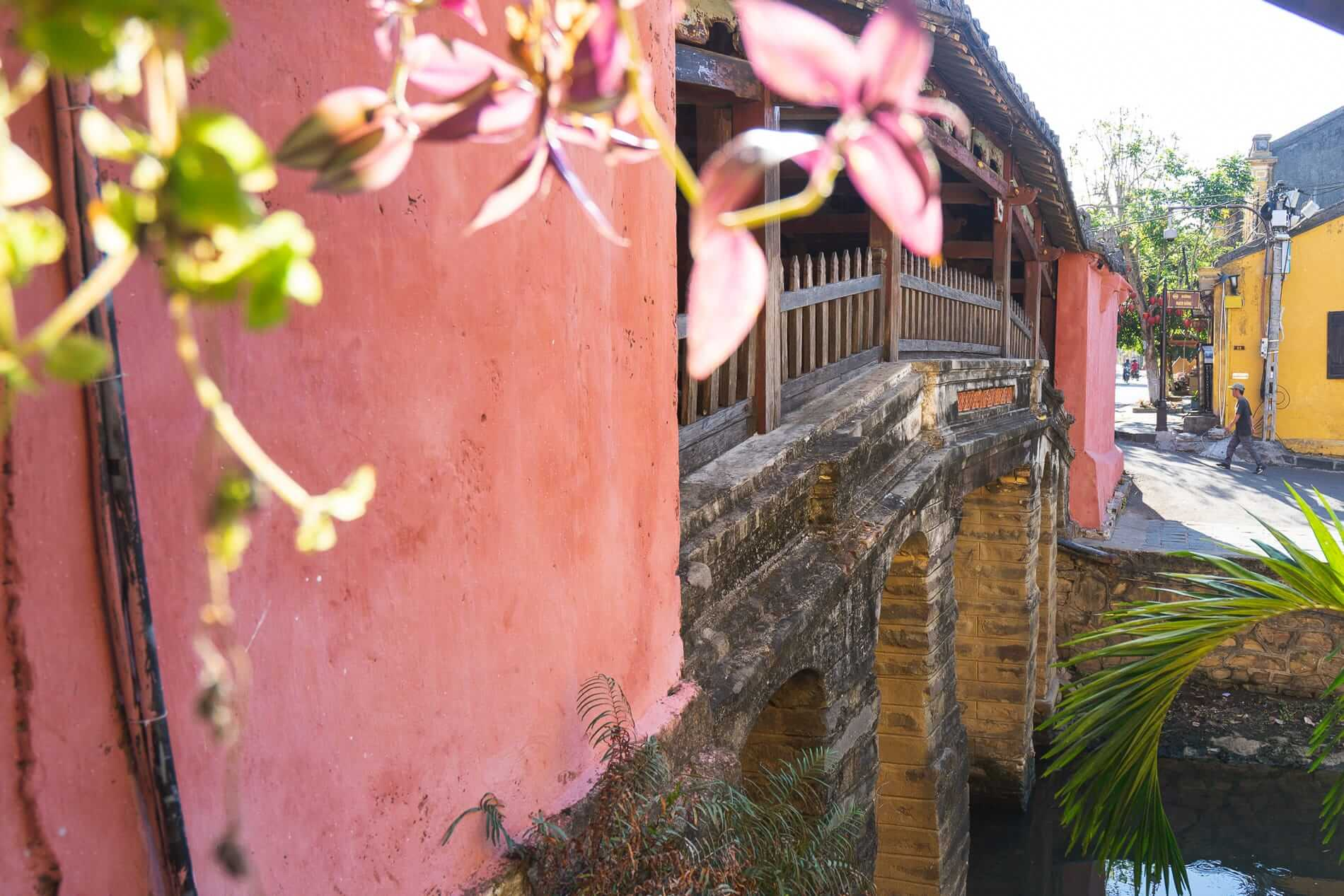 Japanese Covered bridge - Hoi An Temples and Pagodas