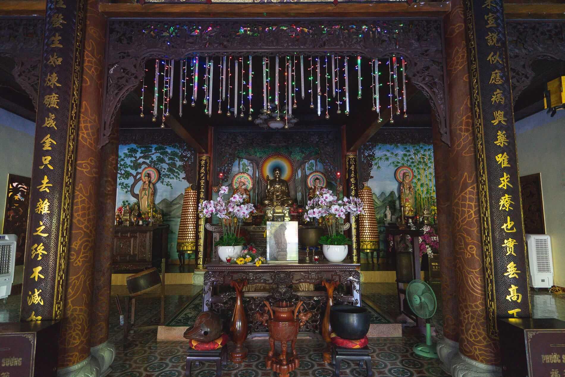 Phap Bao Pagoda's main altar - Hoi An Temples and Pagodas