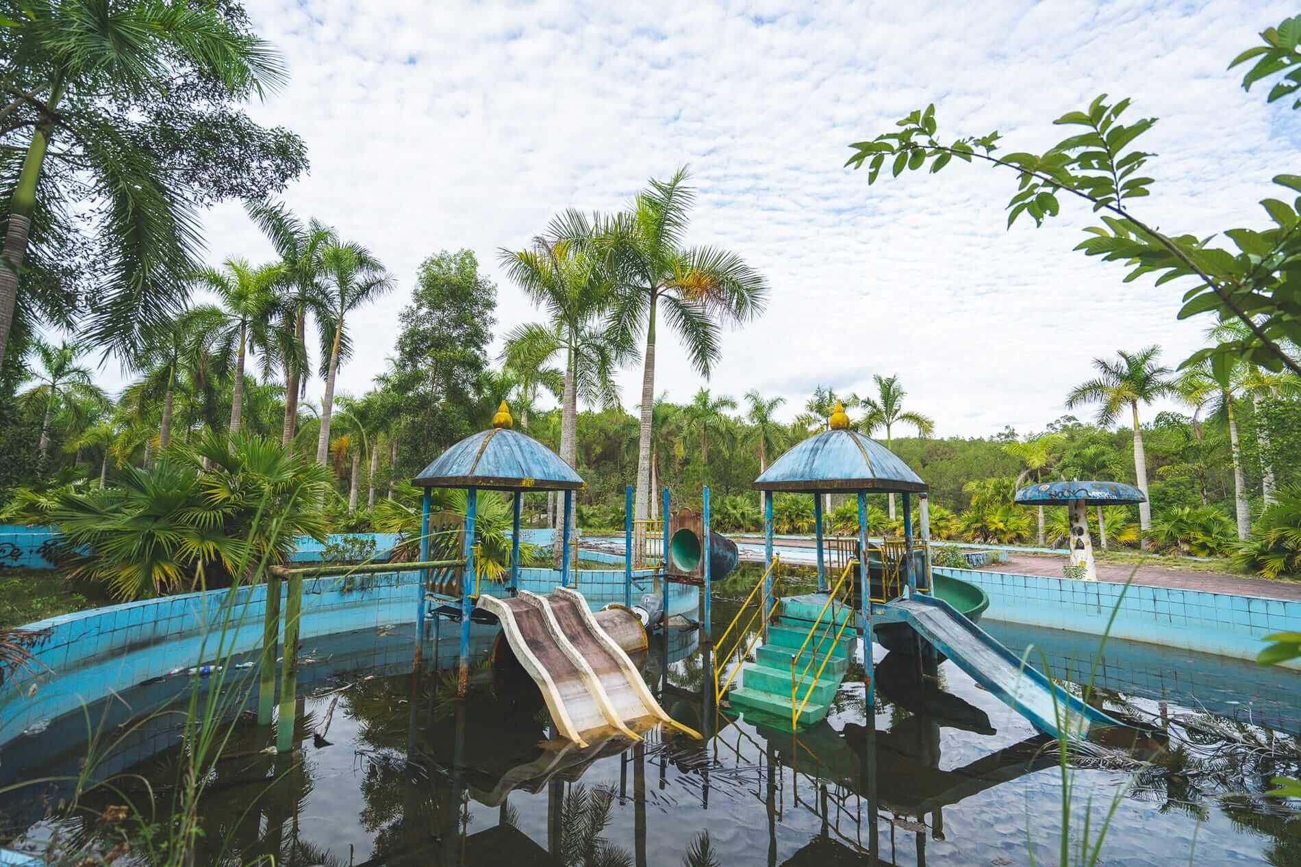 Dirty swimming pool - Hue's abandoned water park