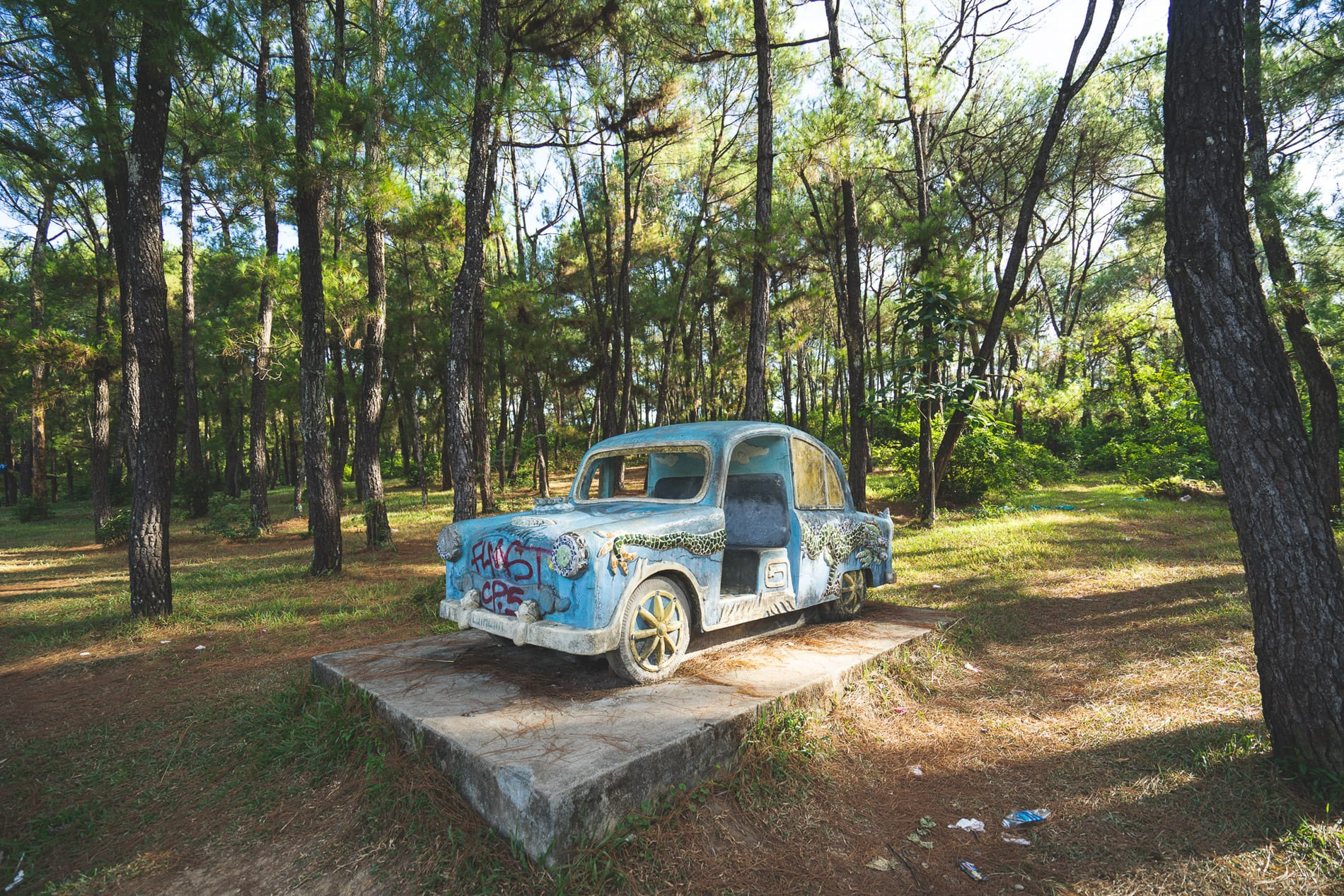 Old car - Hue's Abandoned Water Park