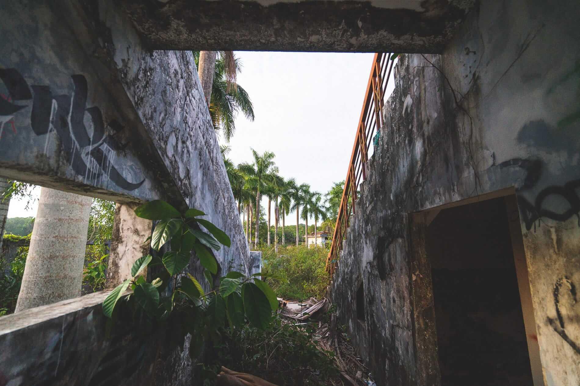 Vandalized buildings - Hues Abandoned Water Park