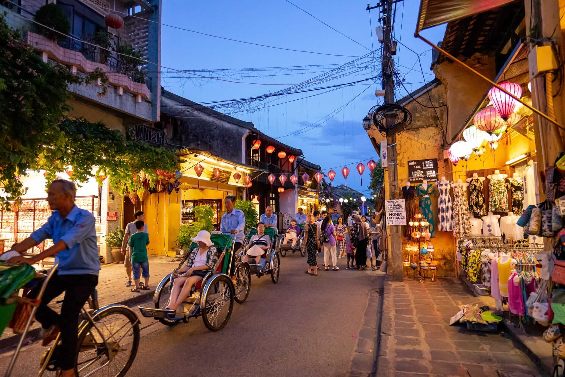 Cyclos with tourists - Hoi An Ancient Town