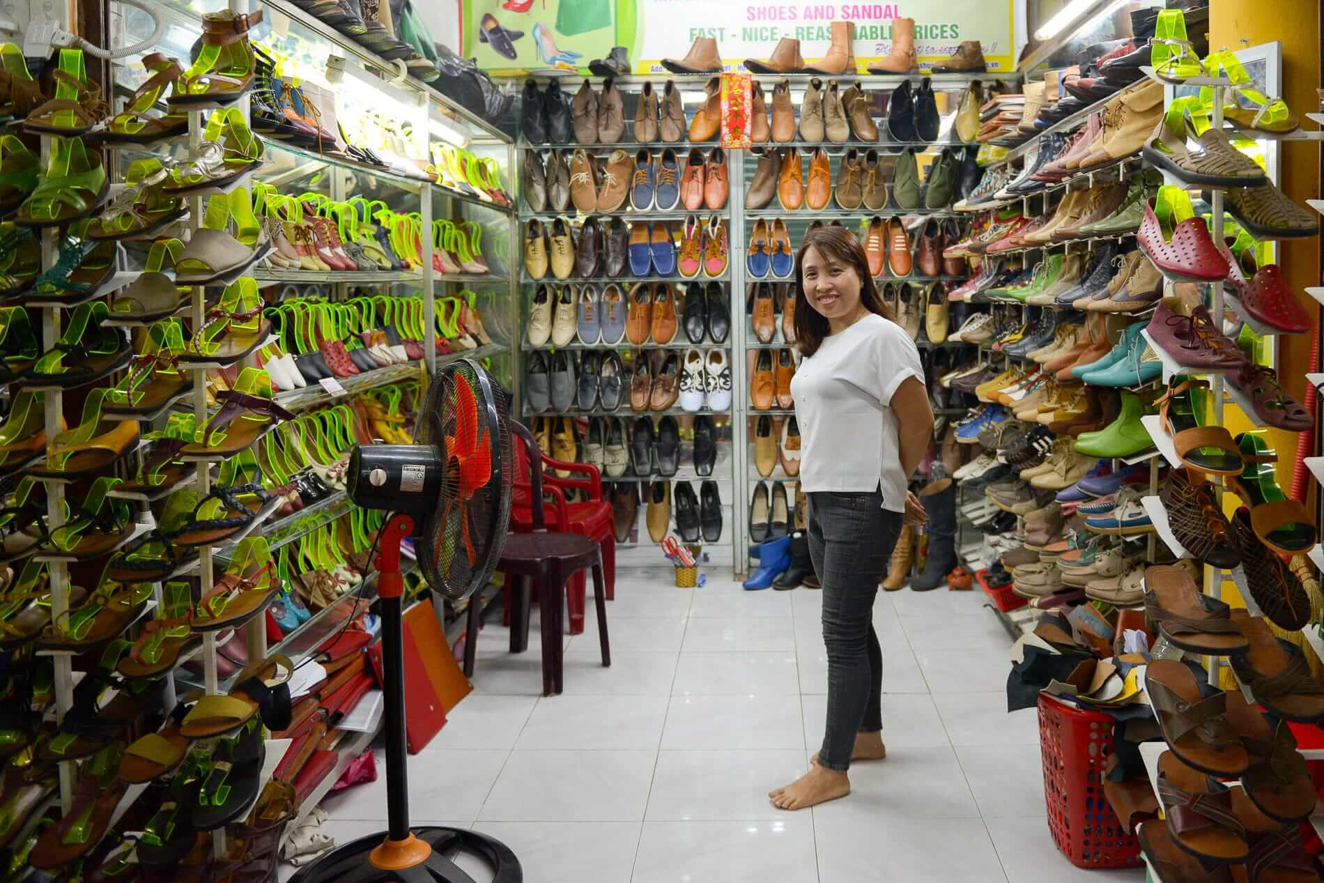 Quy at her leather shop - Hoi An Shopping Guide
