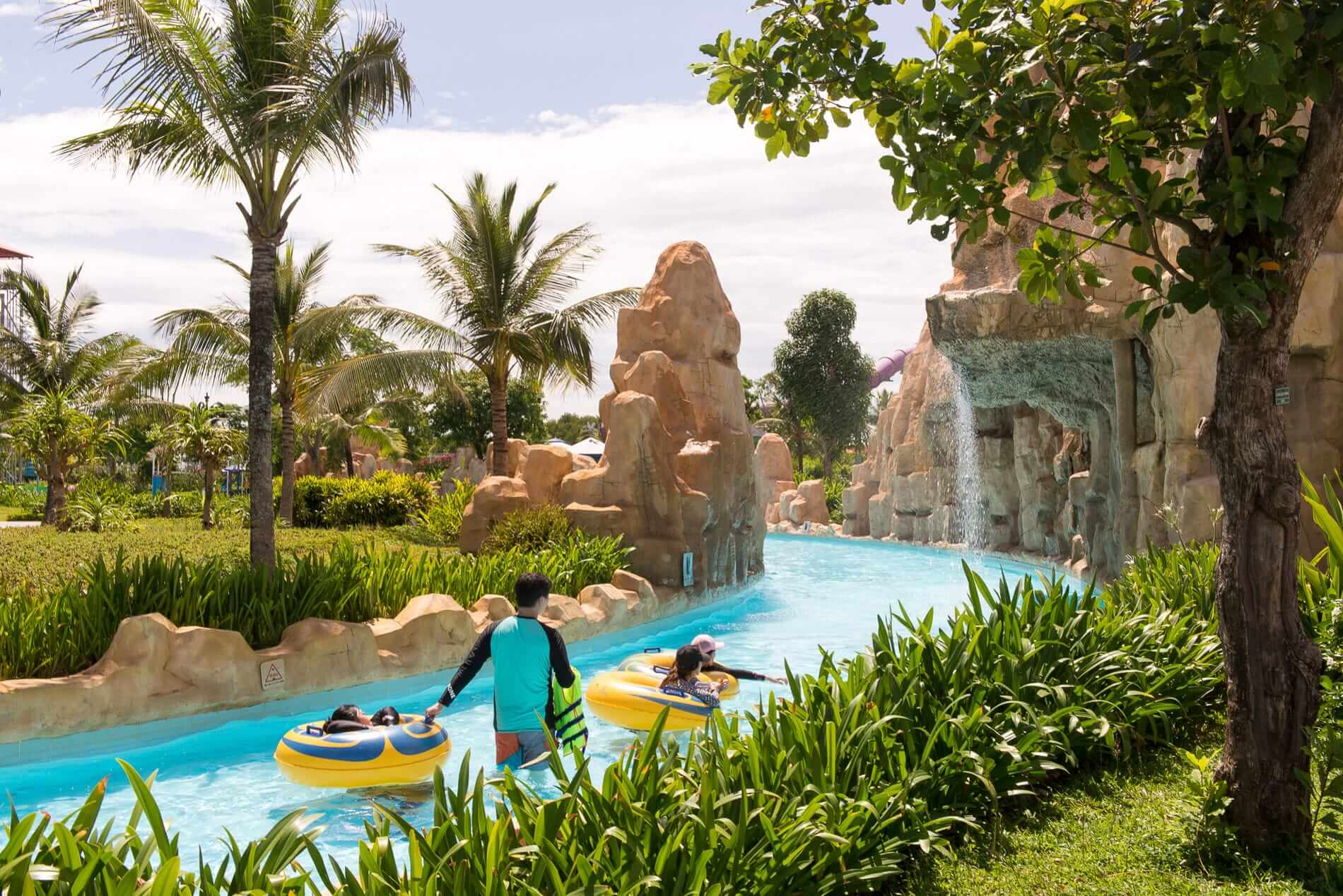 The lazy river at VinPearl Land Water Park