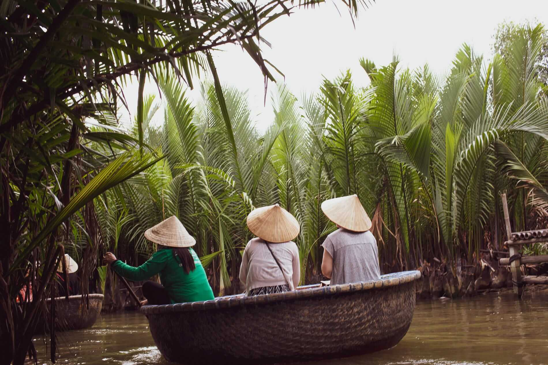 A basket boat and tourists