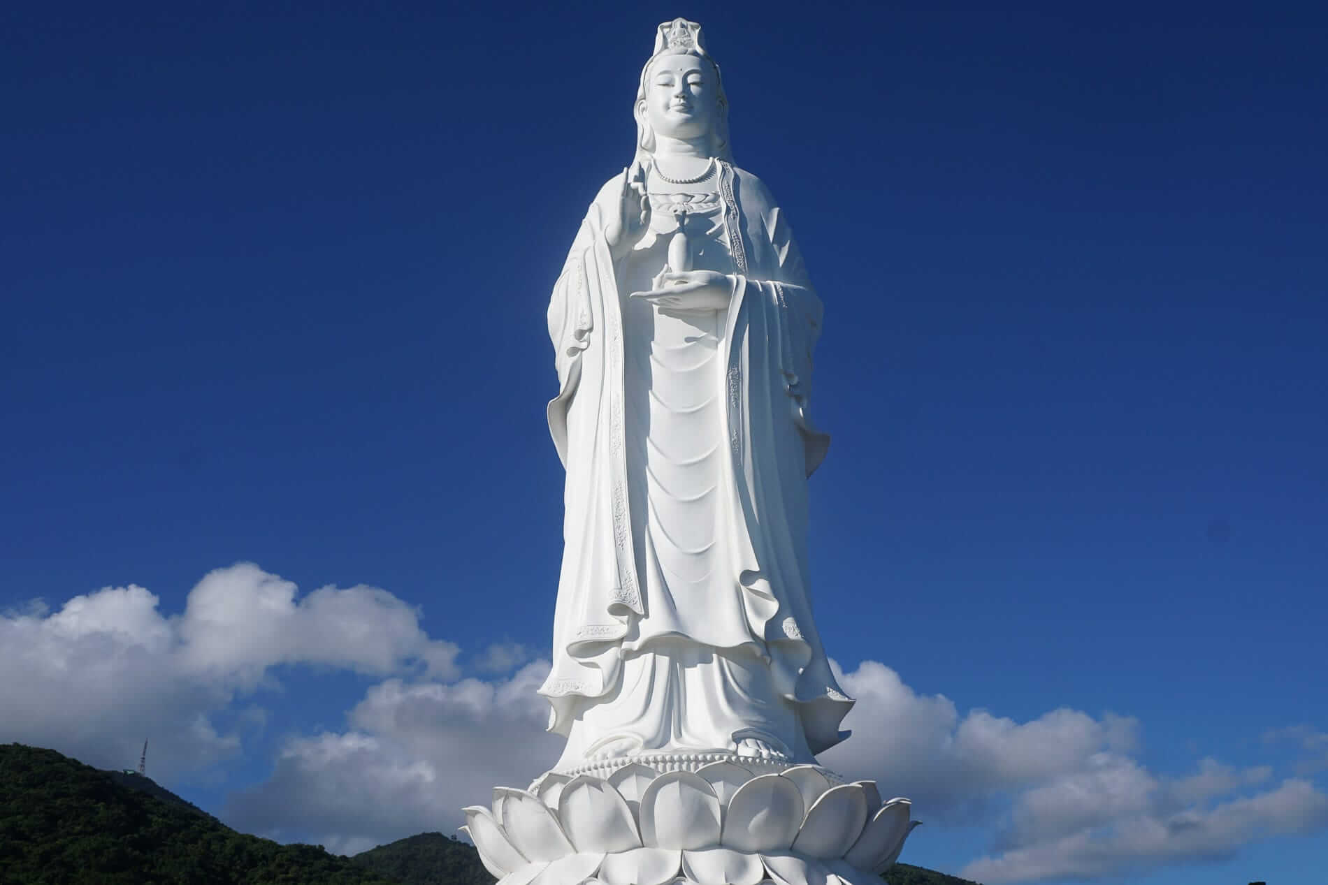 Lady Buddha statue