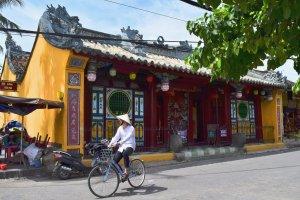 cyclist passes Quan Cong Temple