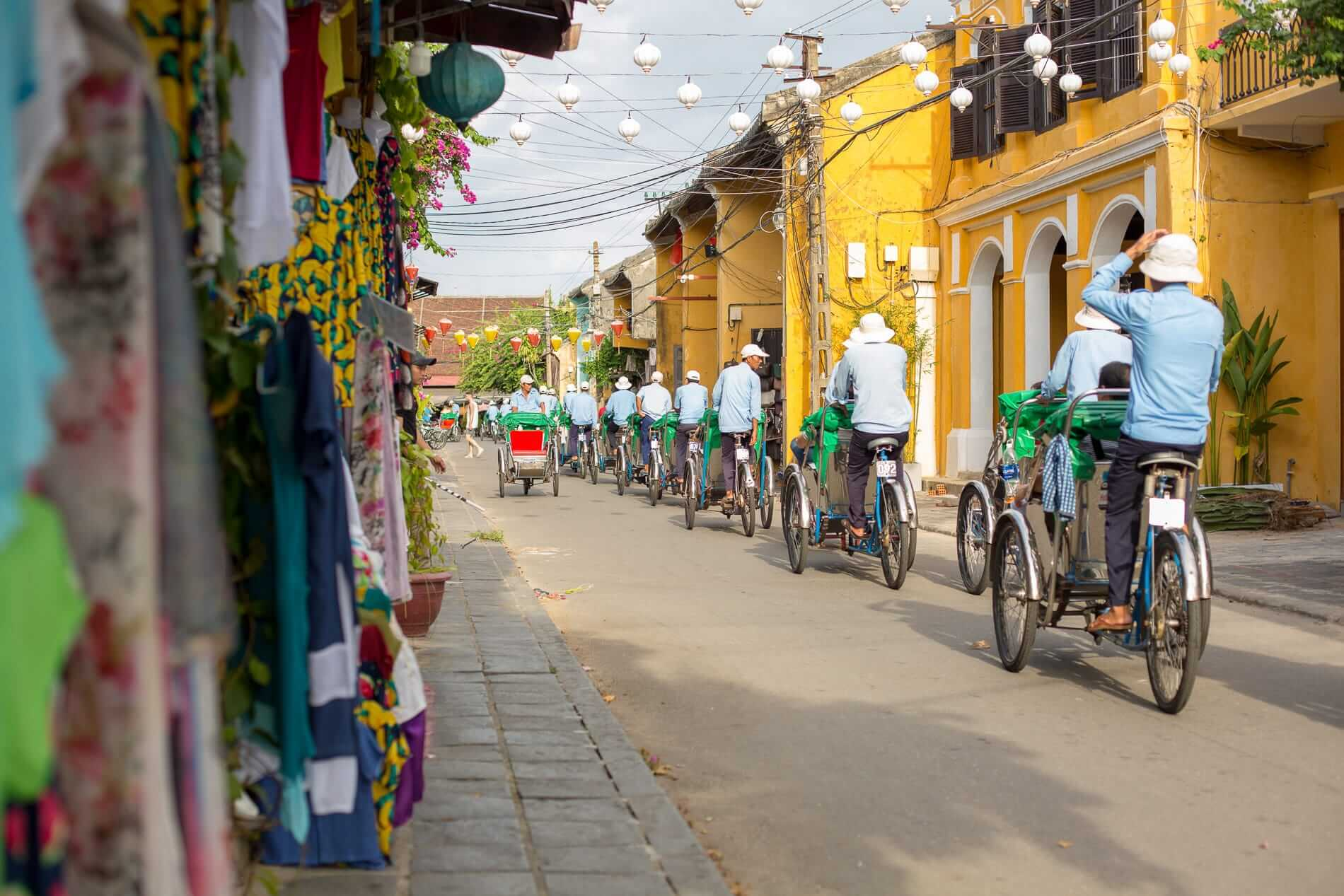 Cyclos cruise through Hoi An Old Town