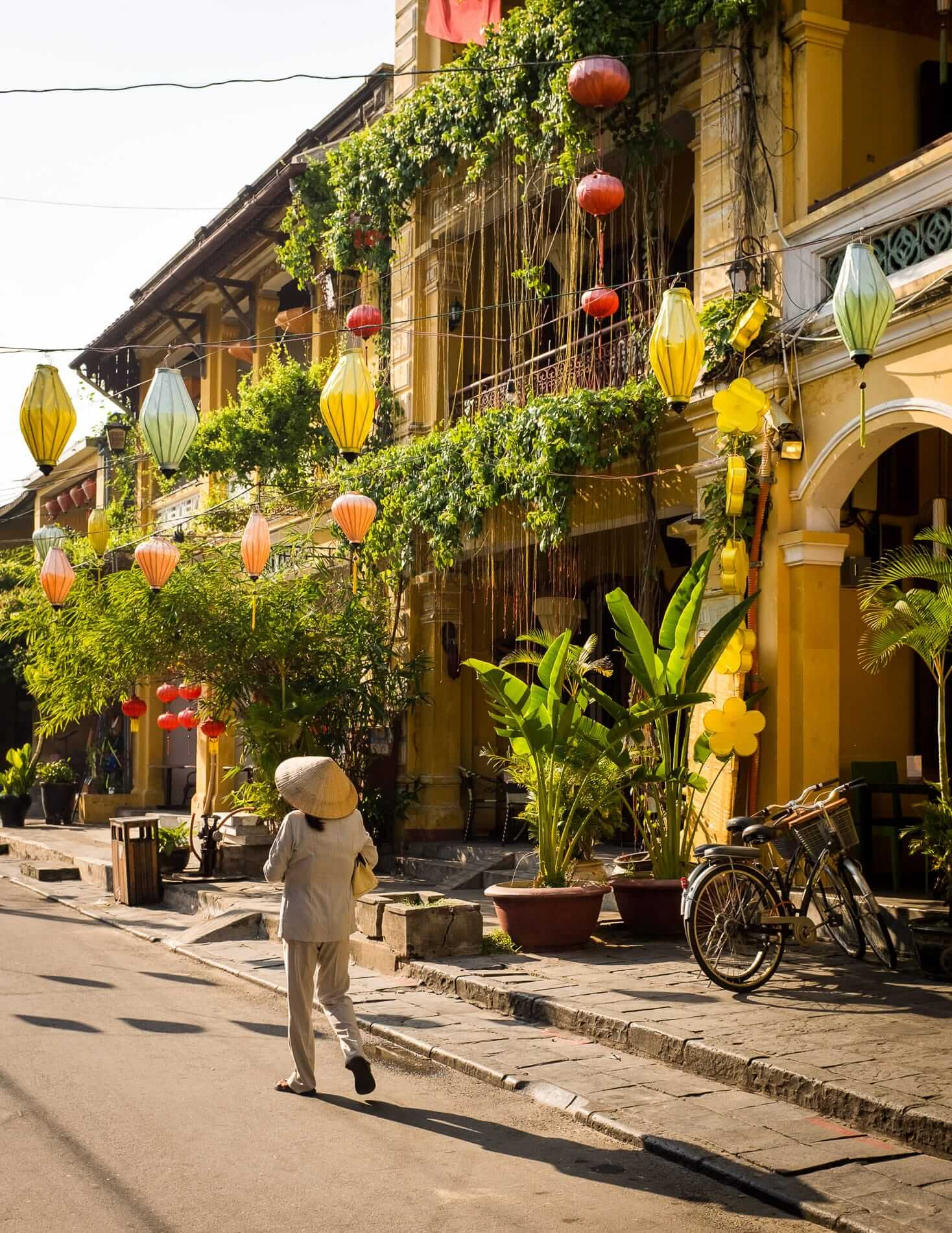 Walking through the picturesque streets of Hoi An Ancient Town