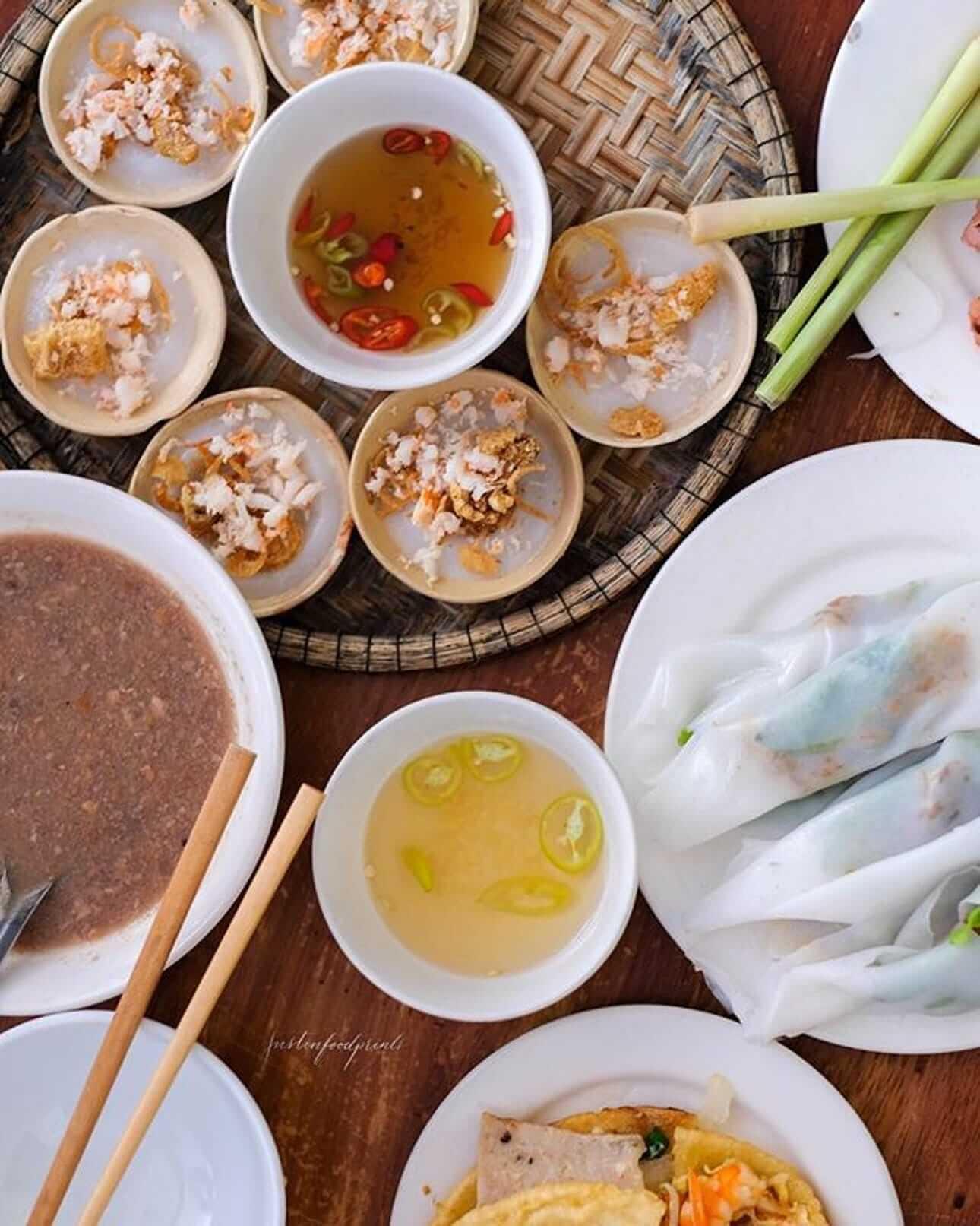 Hanh Restaurant's wonderful spread of Hue Specialty food