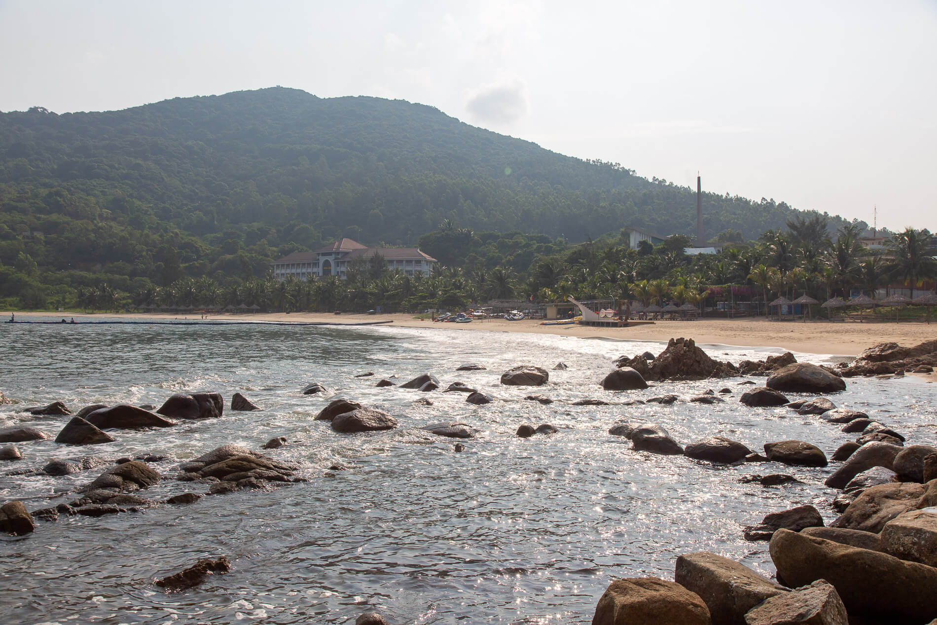 Bai Bien Tien Sa Beach and the Navy Hotel