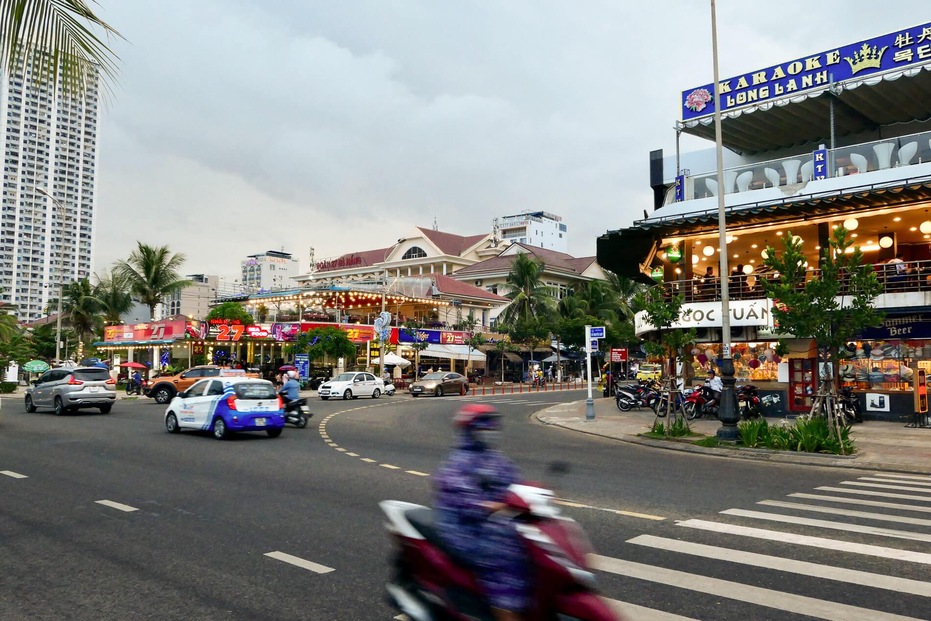 Da Nang beachfront bars and restaurants