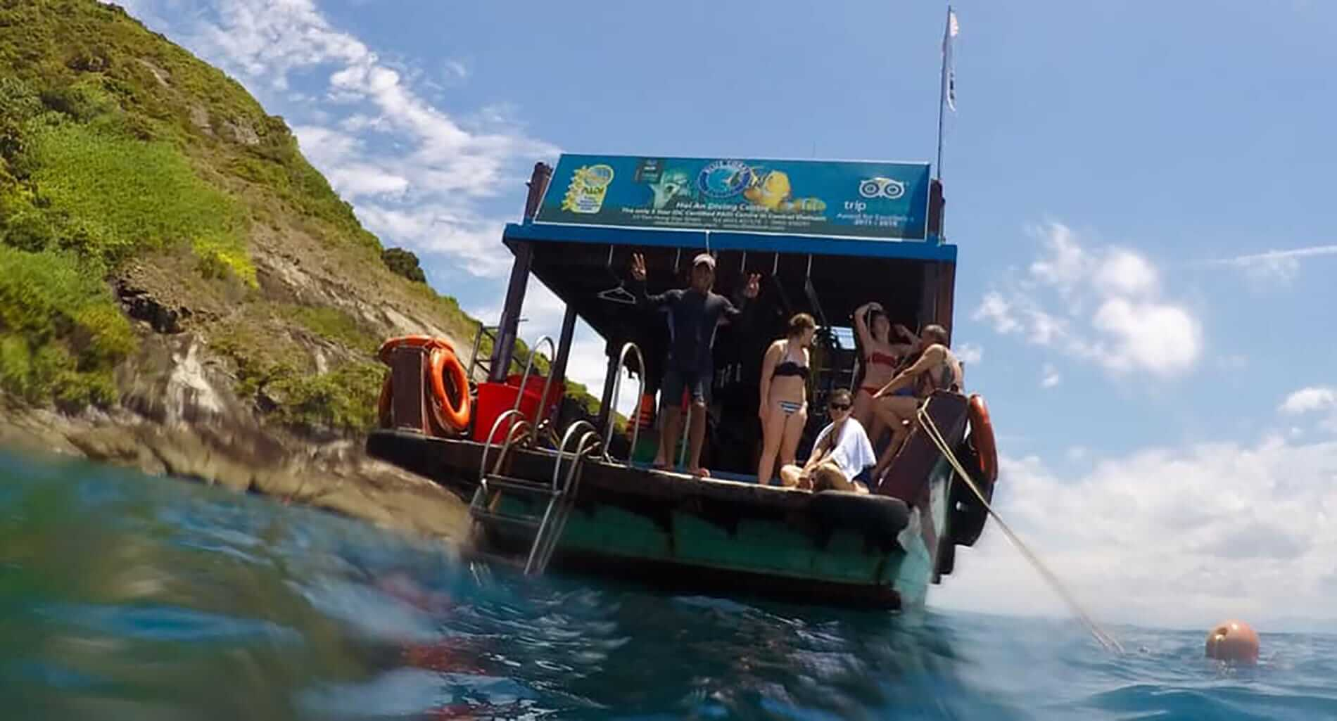 The Blue Coral dive boat from a divers perspective