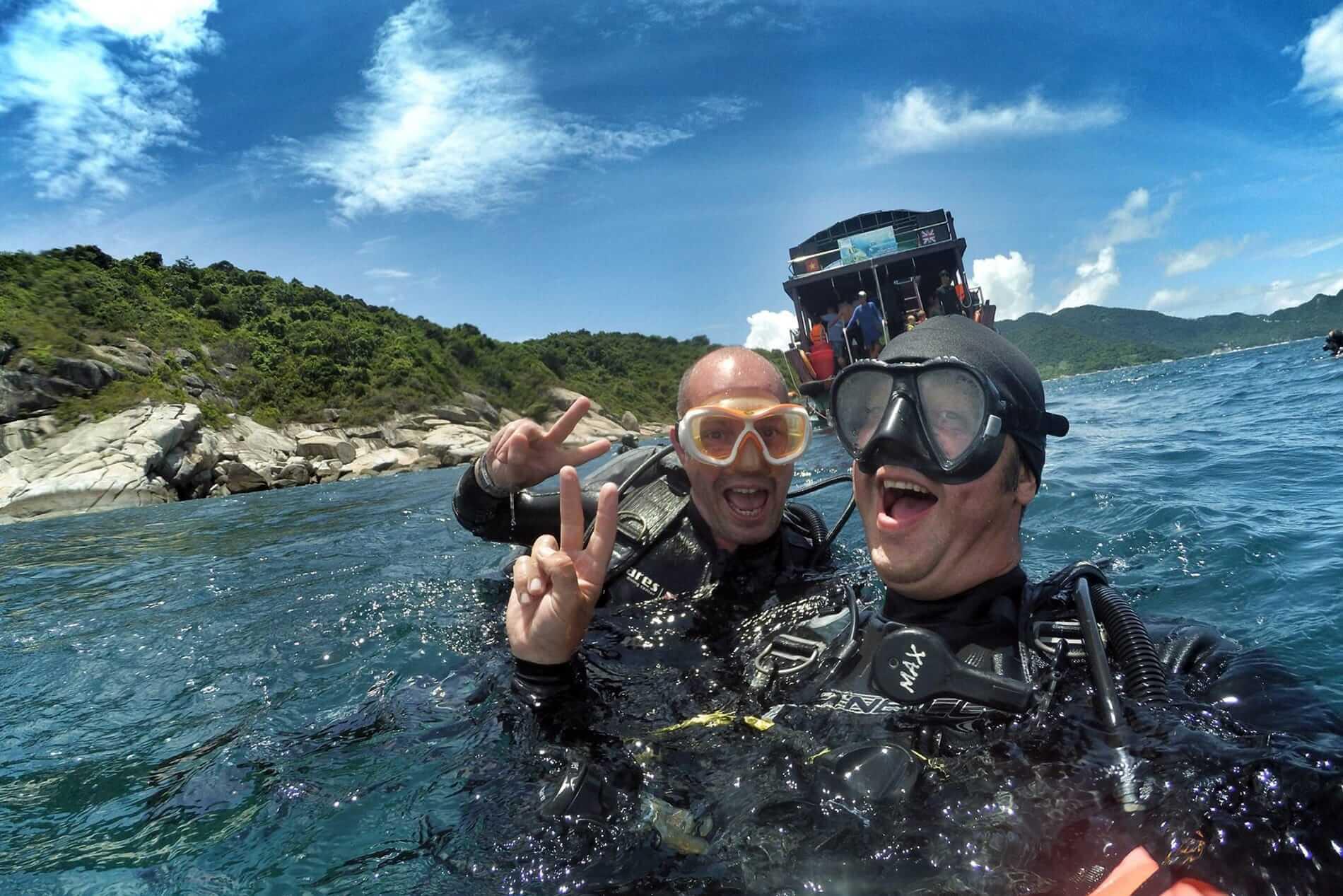 Happy divers create an epic selfie