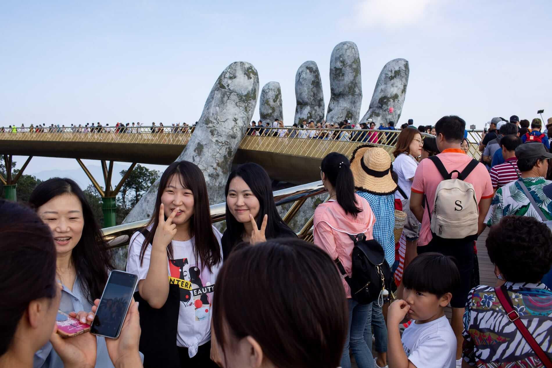 busy crowd take photos on the Golden Bridge