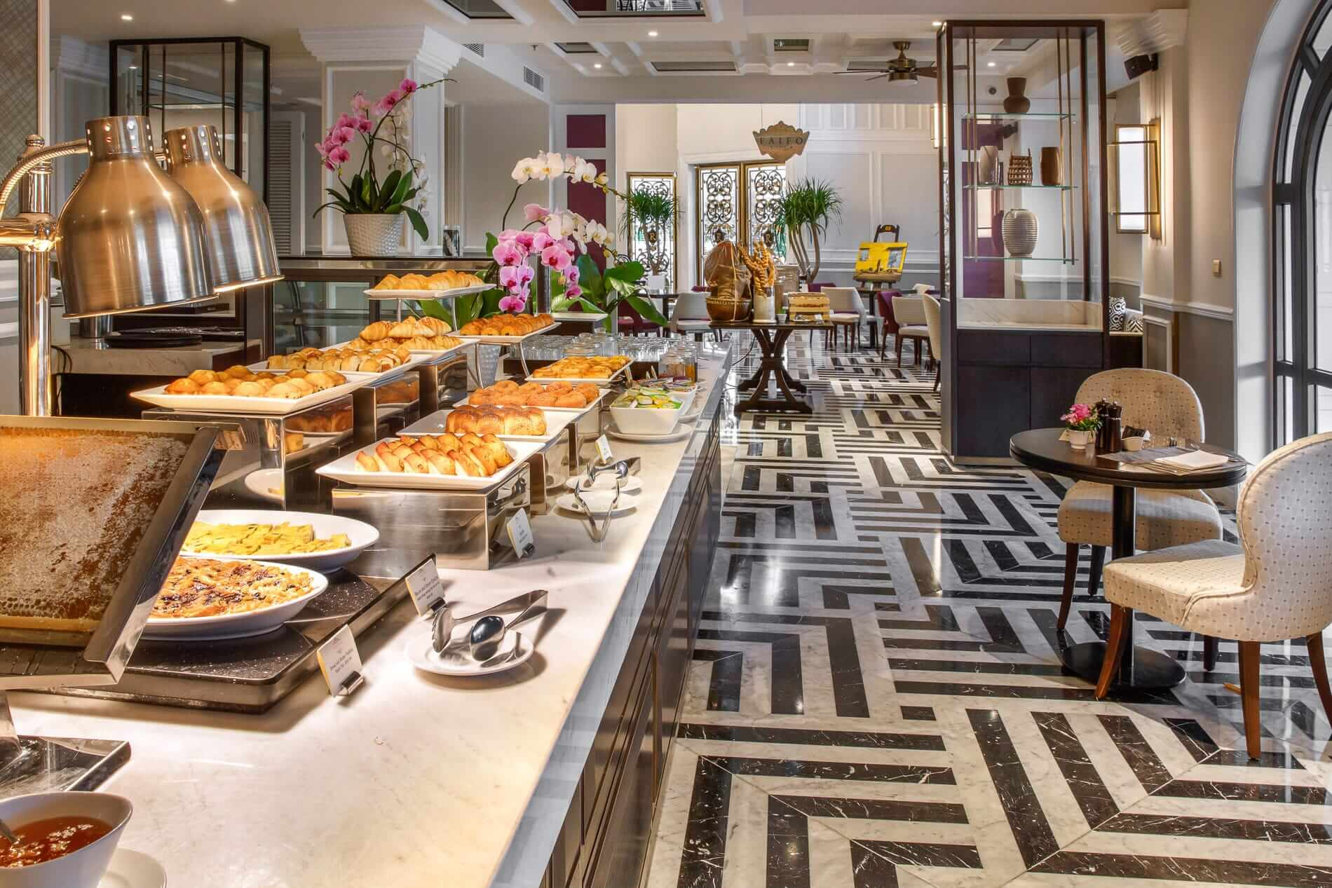 Breakfast buffet at the Faifoo Cafe