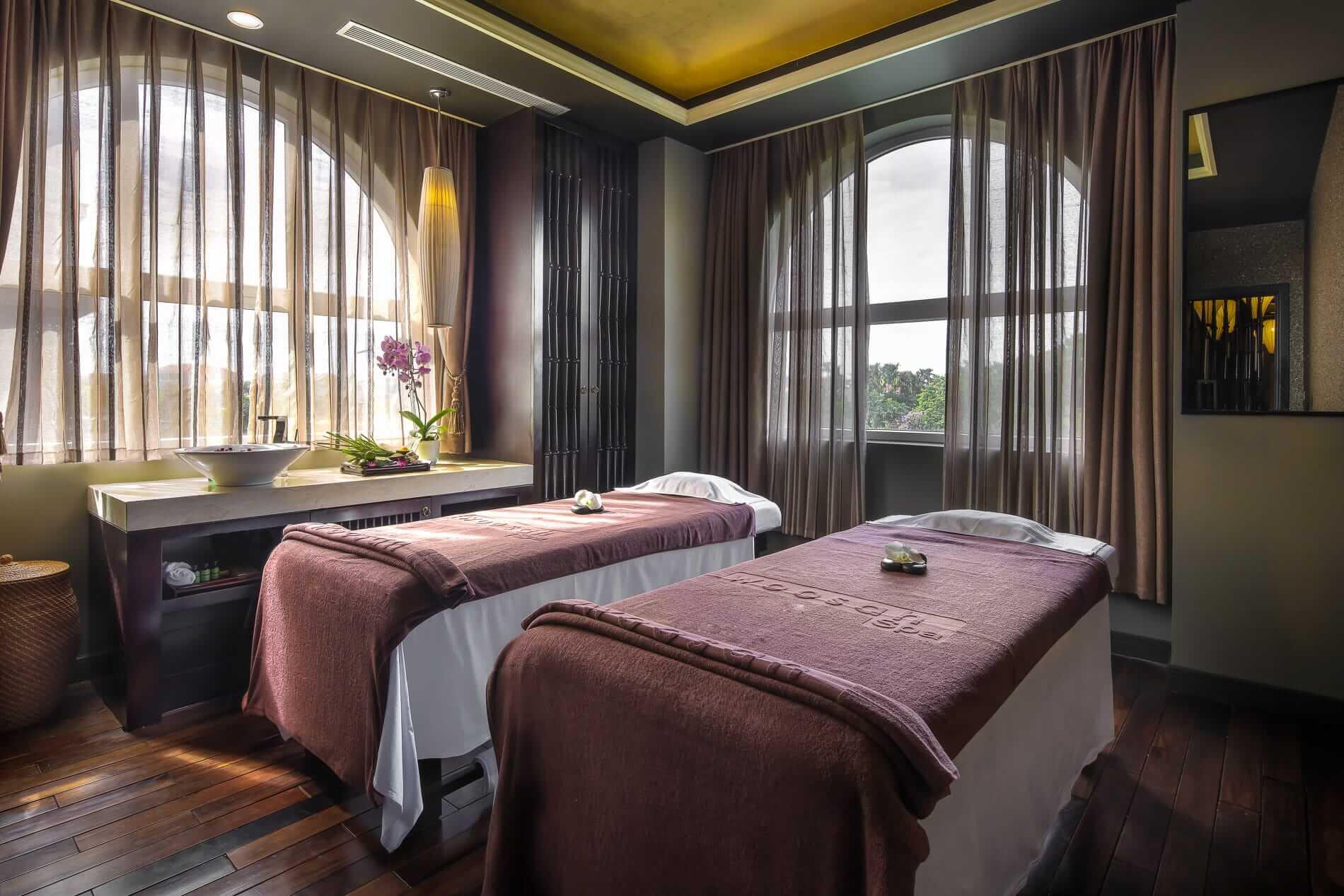 Treatment room for couples at Woosah Spa