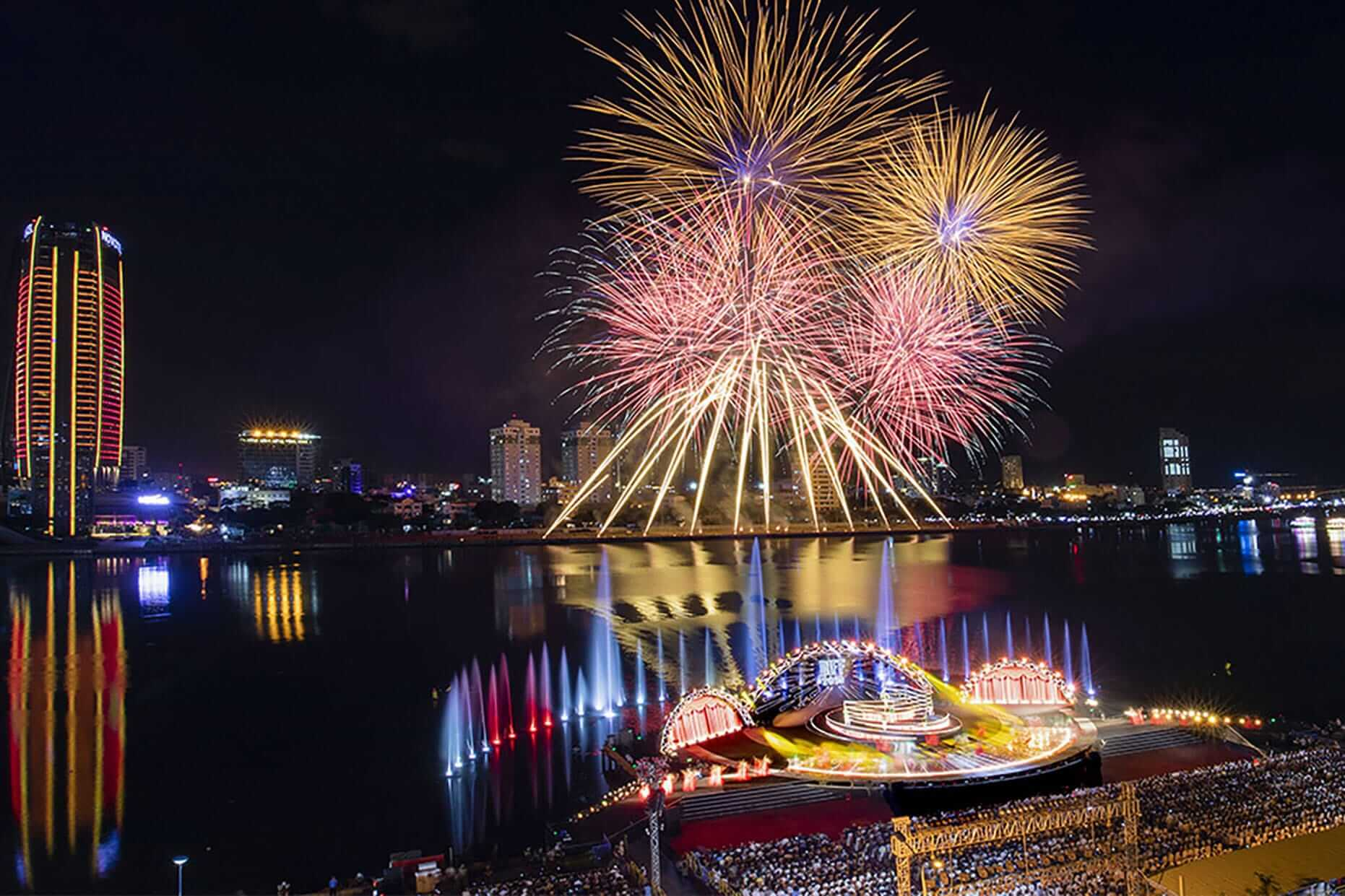 beautiful fireworks during the Da Nang International Fireworks festival