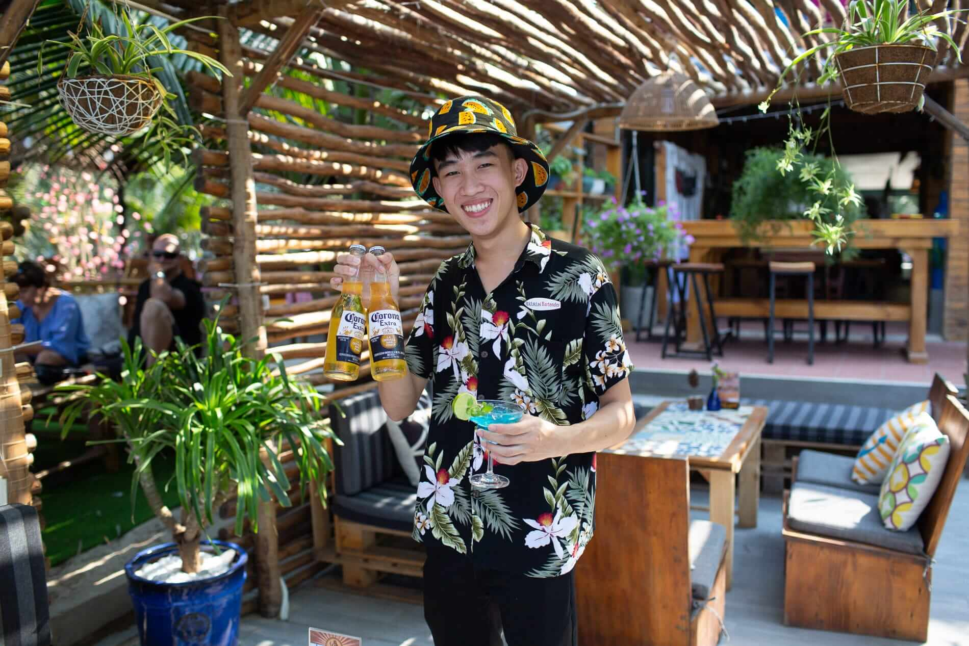 Kukun staff holding ice cold beers